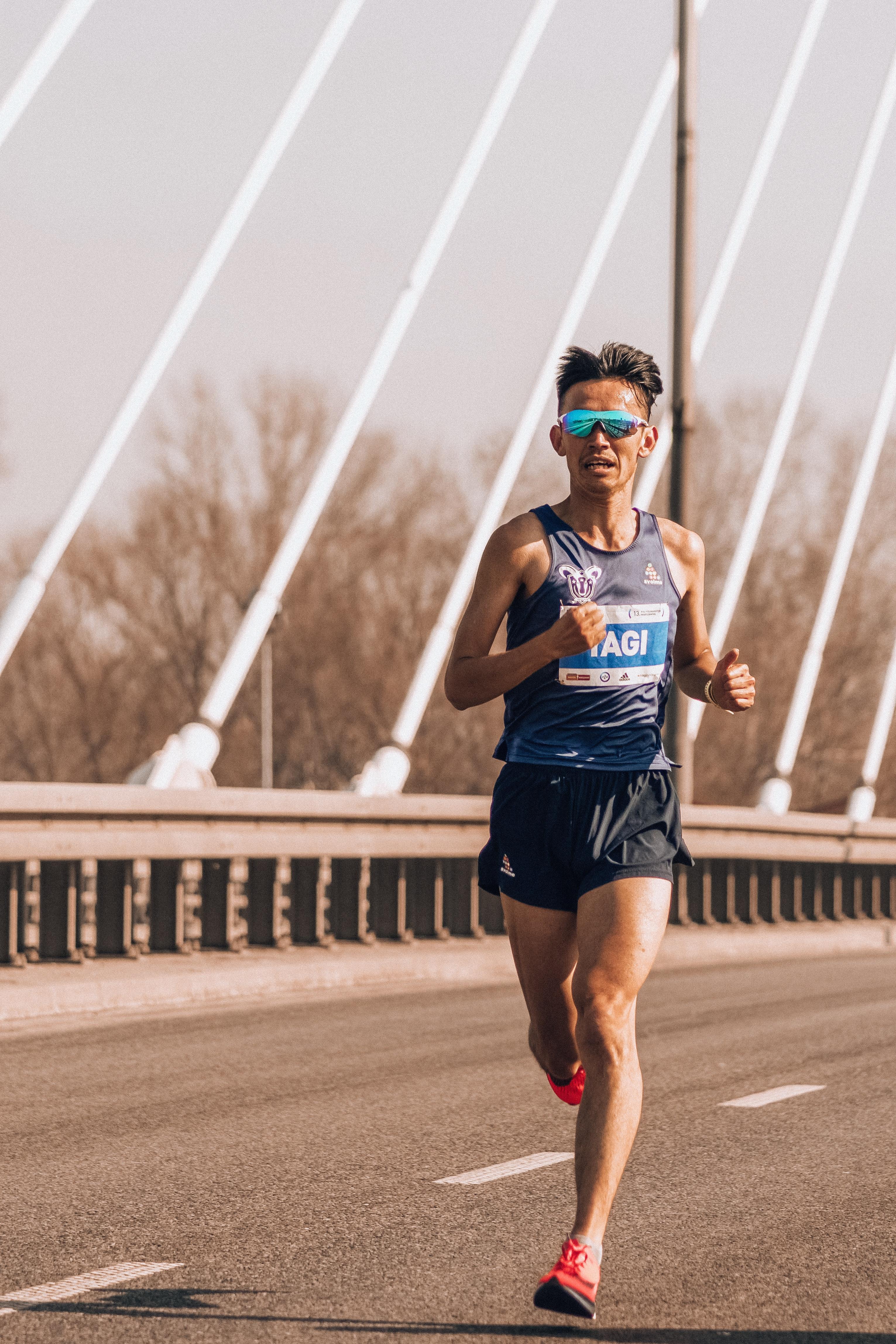 317c07031 akčná aktívny športovec atletický deň rozhodnosť snaha vytrvalosť muž  maratón pohyb vonku človek preteky beh bežec