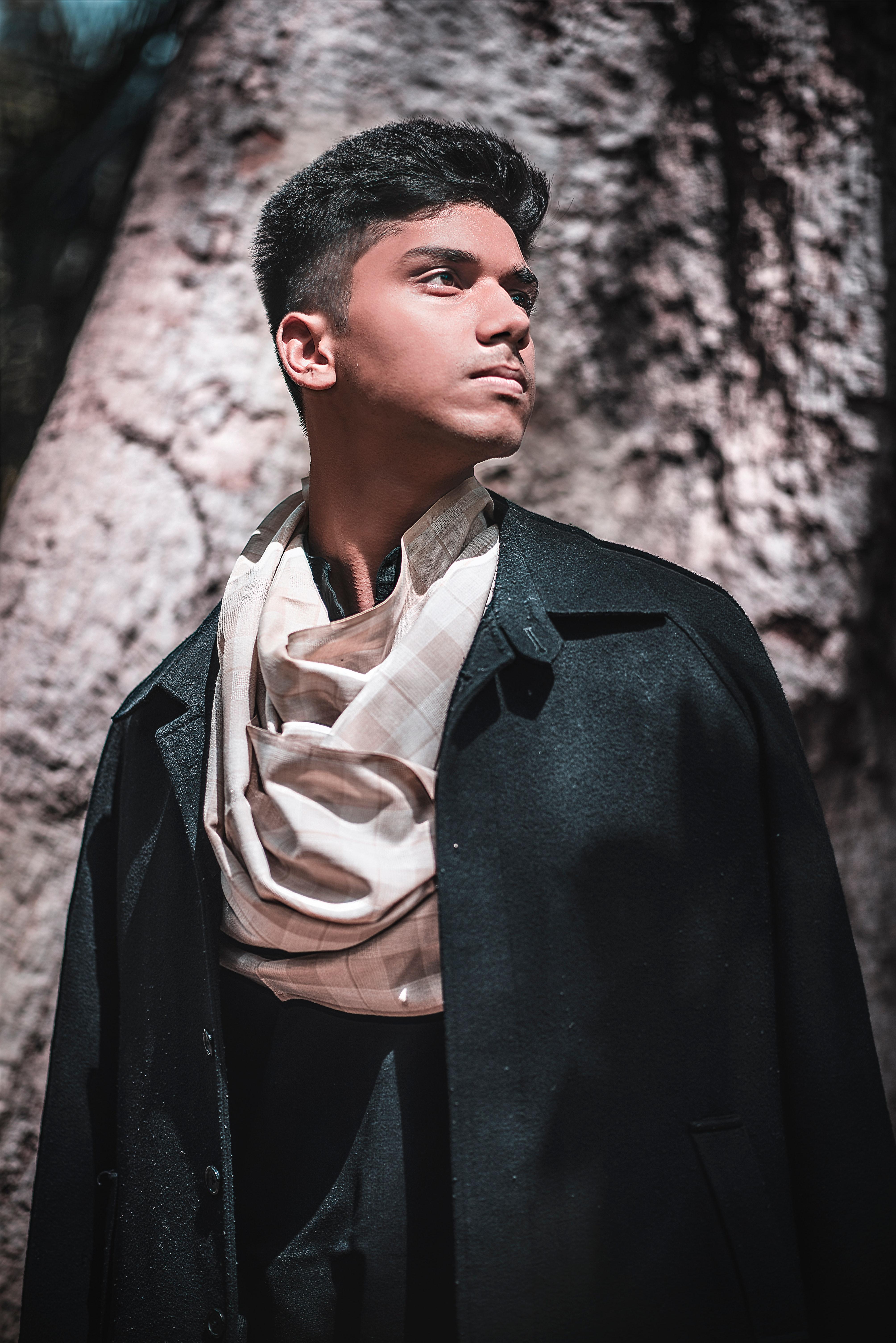 911142828a26 dospelý umelec chlapec kabát farba chladný tmavá móda módne pekný bunda  čeľusť jawline muž Model vrchné