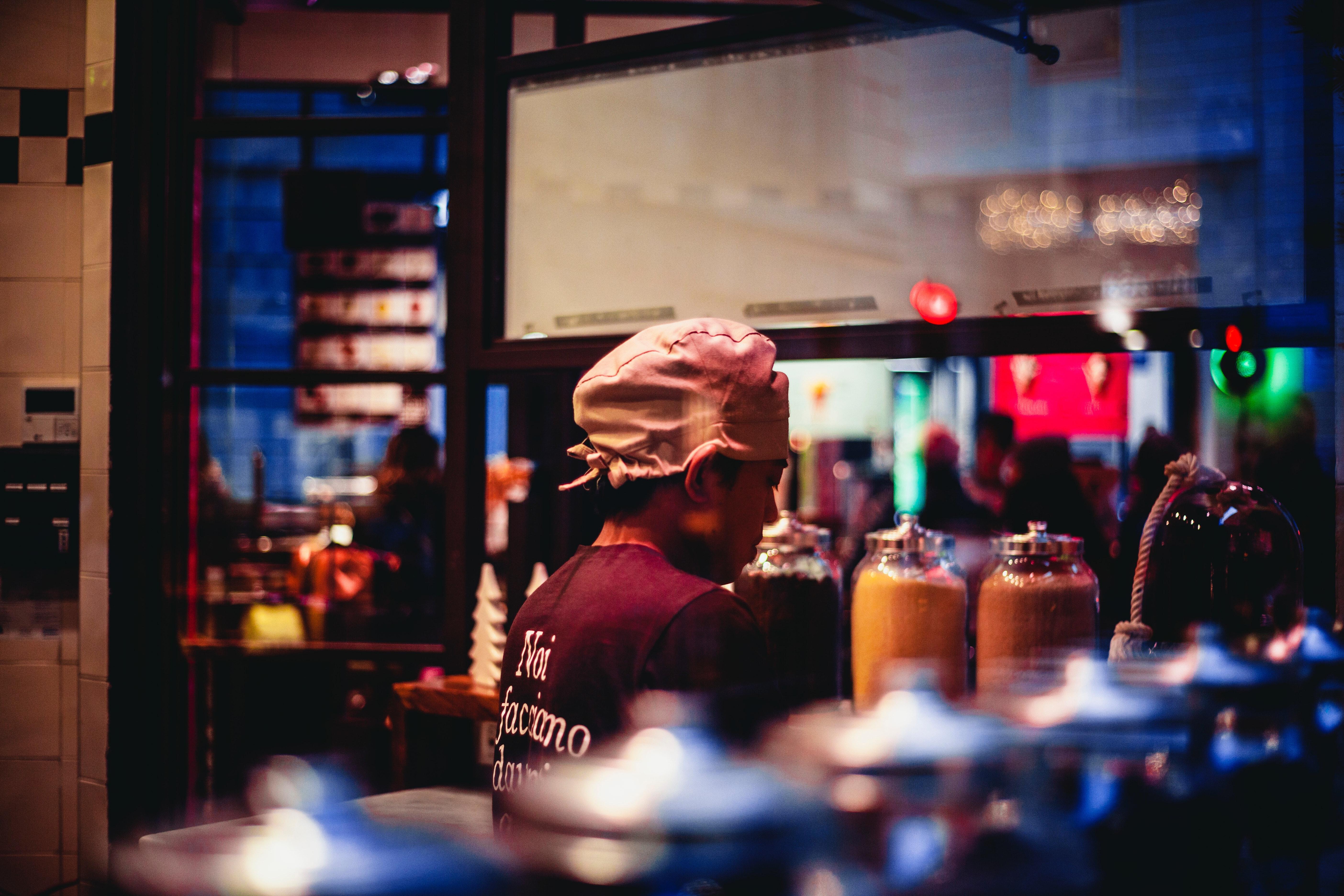 Gratis afbeeldingen : volwassen bar kleur handel donker drinken