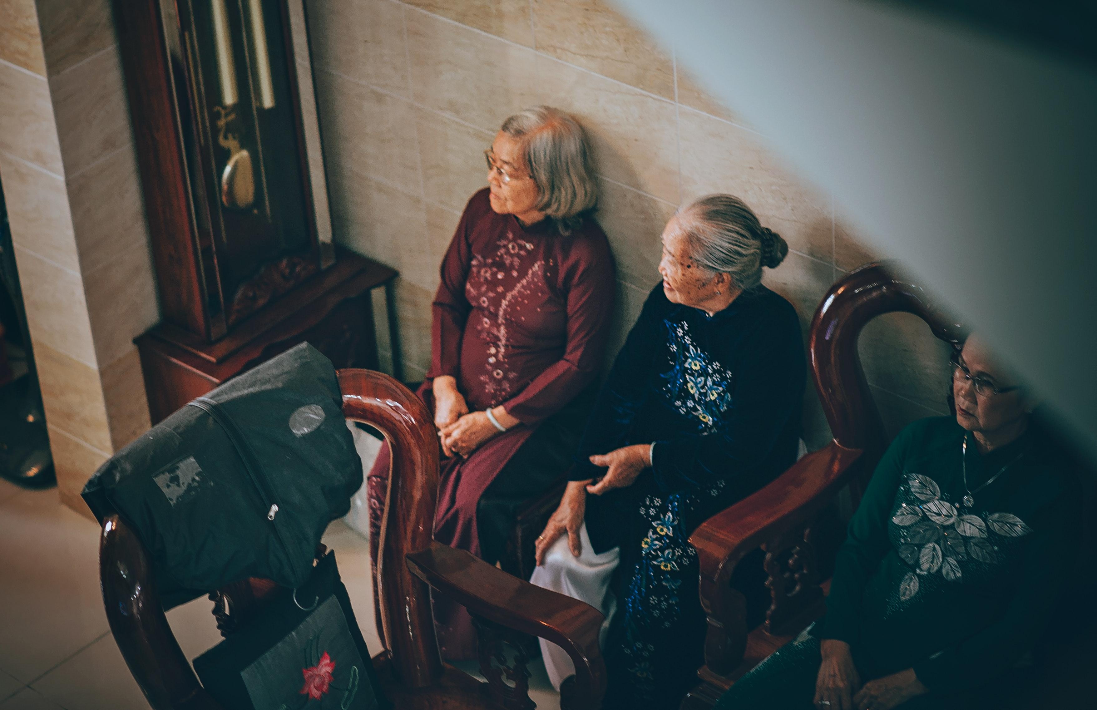 Stoel Voor Ouderen : Gratis afbeeldingen volwassen jurk ouderen vrouw meubels