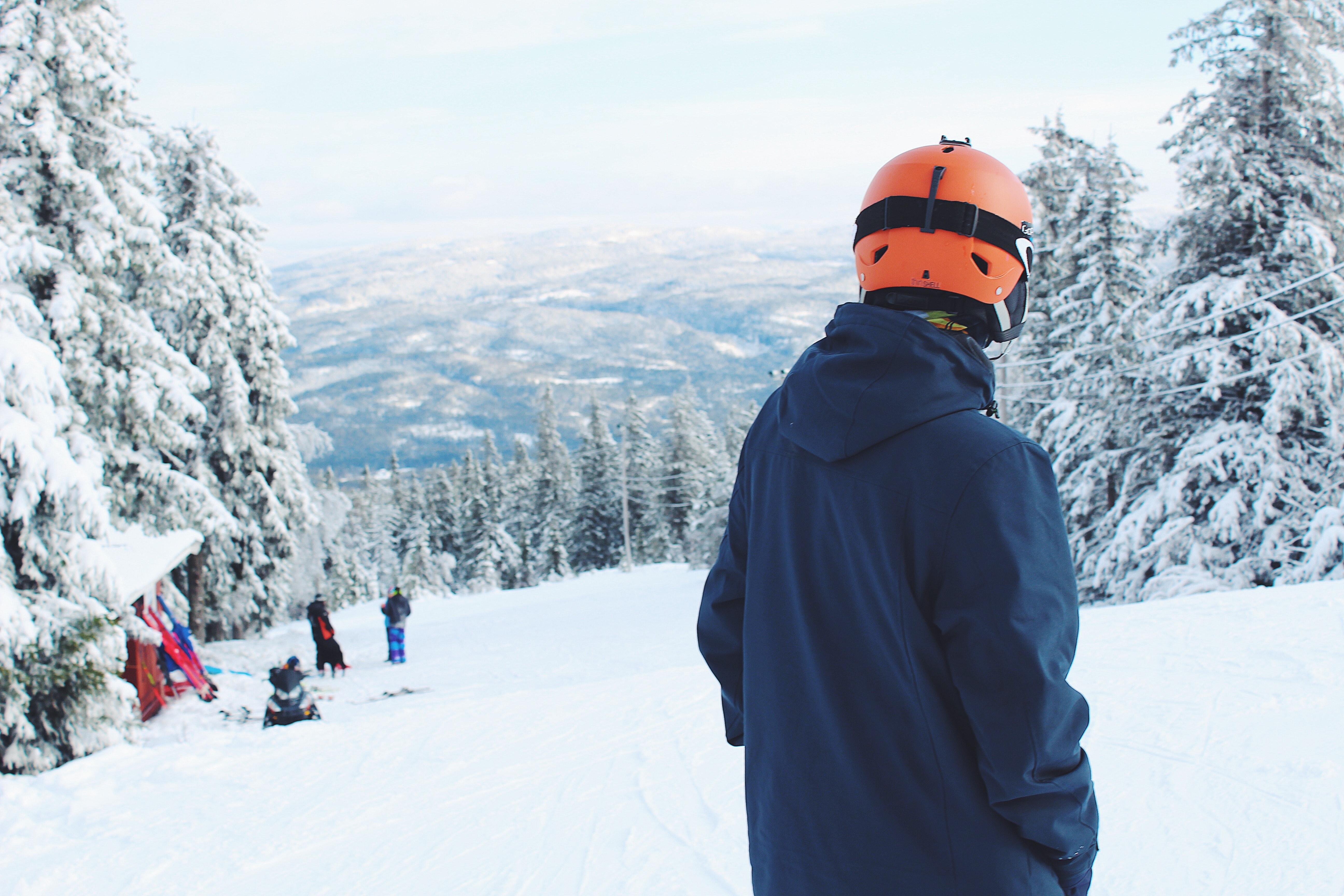 47af7f562ca ... tillflykt, skidort, skidbacke, skidåkare, backe, snö, snowboardåkare,  åka snowboard, snöig, sport, träd, väder, vinter-, vinterkläder, trä  5184x3456
