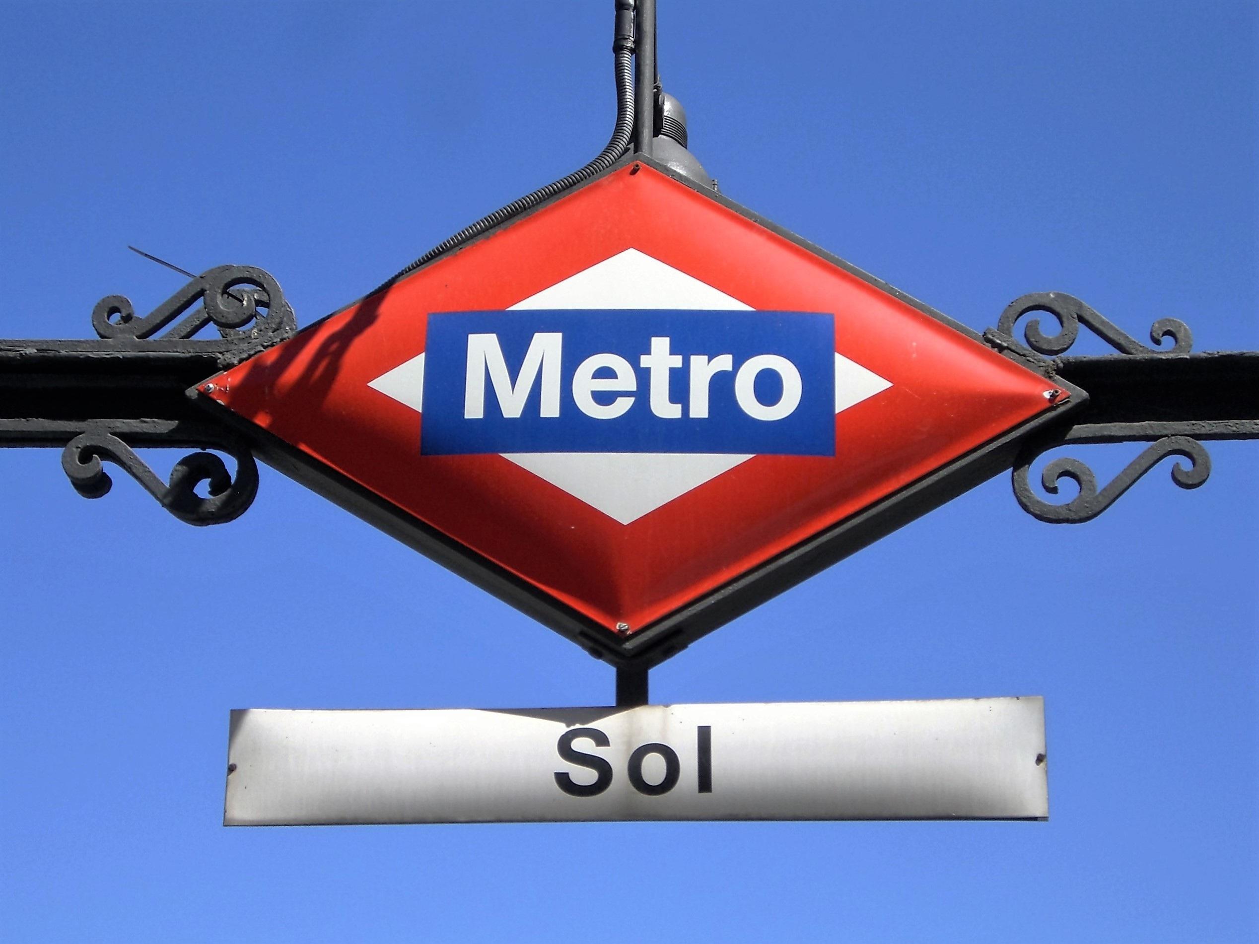 Fotos gratis : publicidad, aeronave, metro, subterráneo, transporte ...