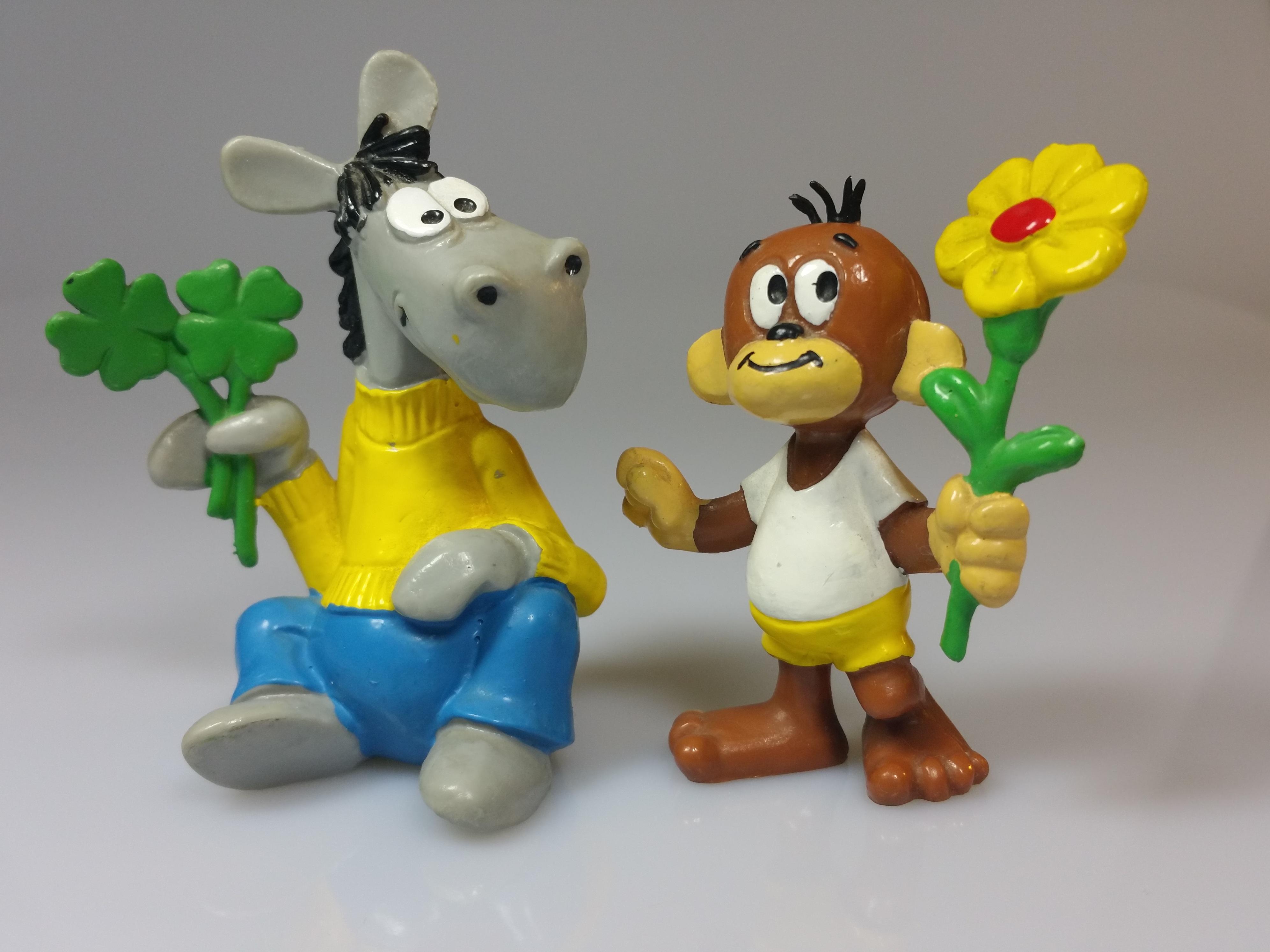 Gambar Iklan Makanan Mainan Arca Lucu Adalah Kultus Menonton Tv Boneka Swabia Pferdle Dan Affle