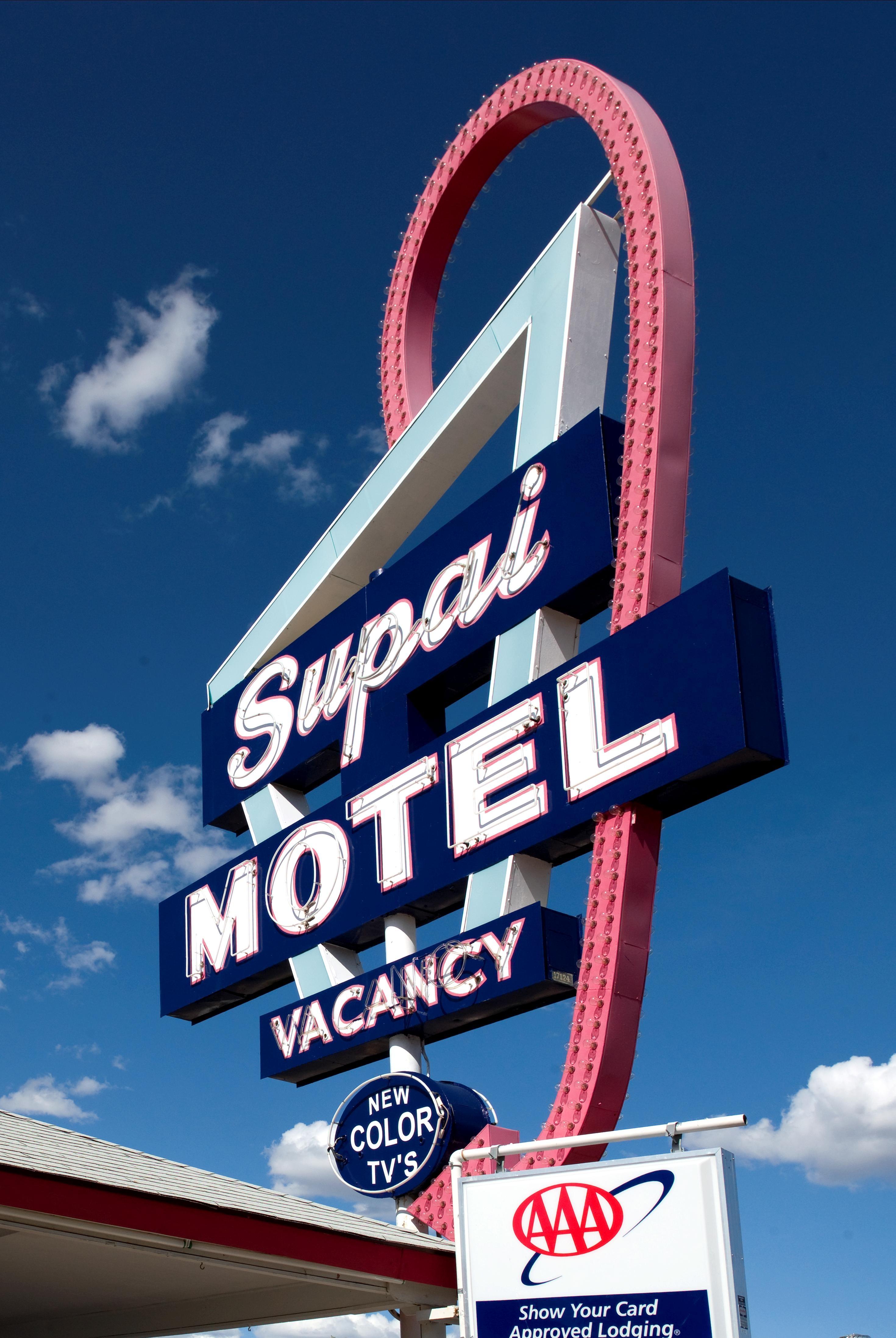 En un motel de carretera - 3 part 1