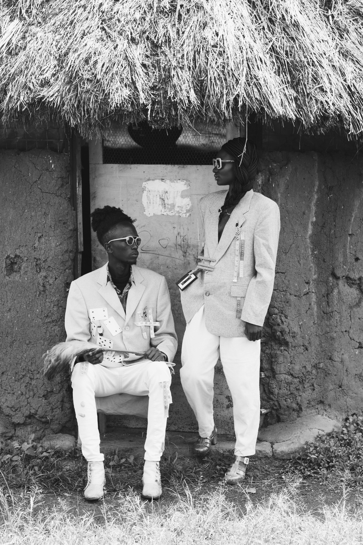 e22910ed6 africký čierna a biela deň výraz tváre móda módne dom muž ľudia slnečné  okuliare spolu nosenie