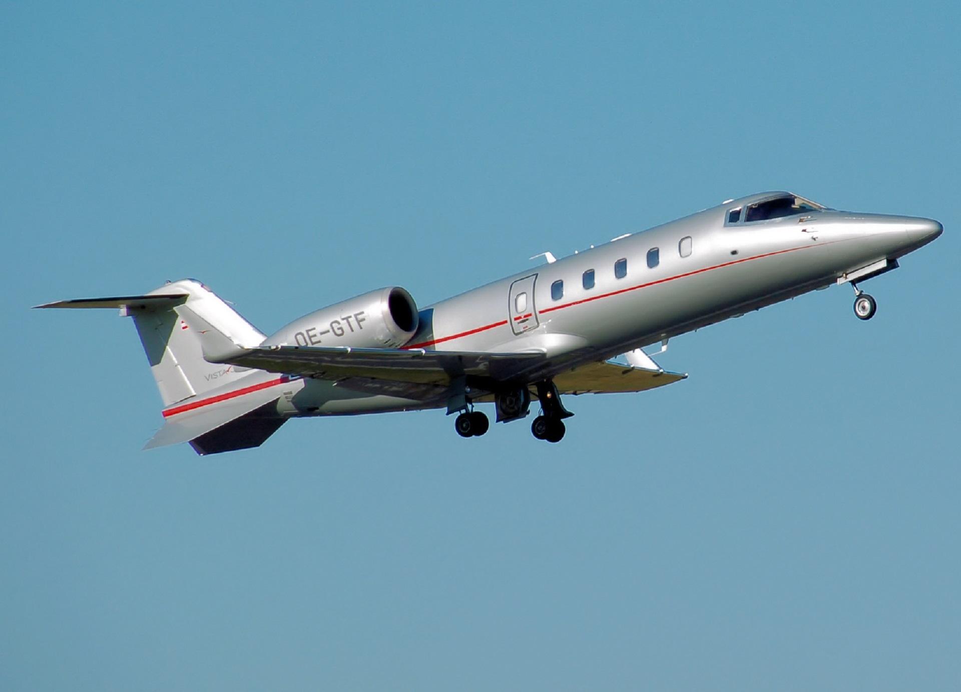 Gambar Pesawat Terbang Kendaraan Perusahaan Penerbangan Kecil