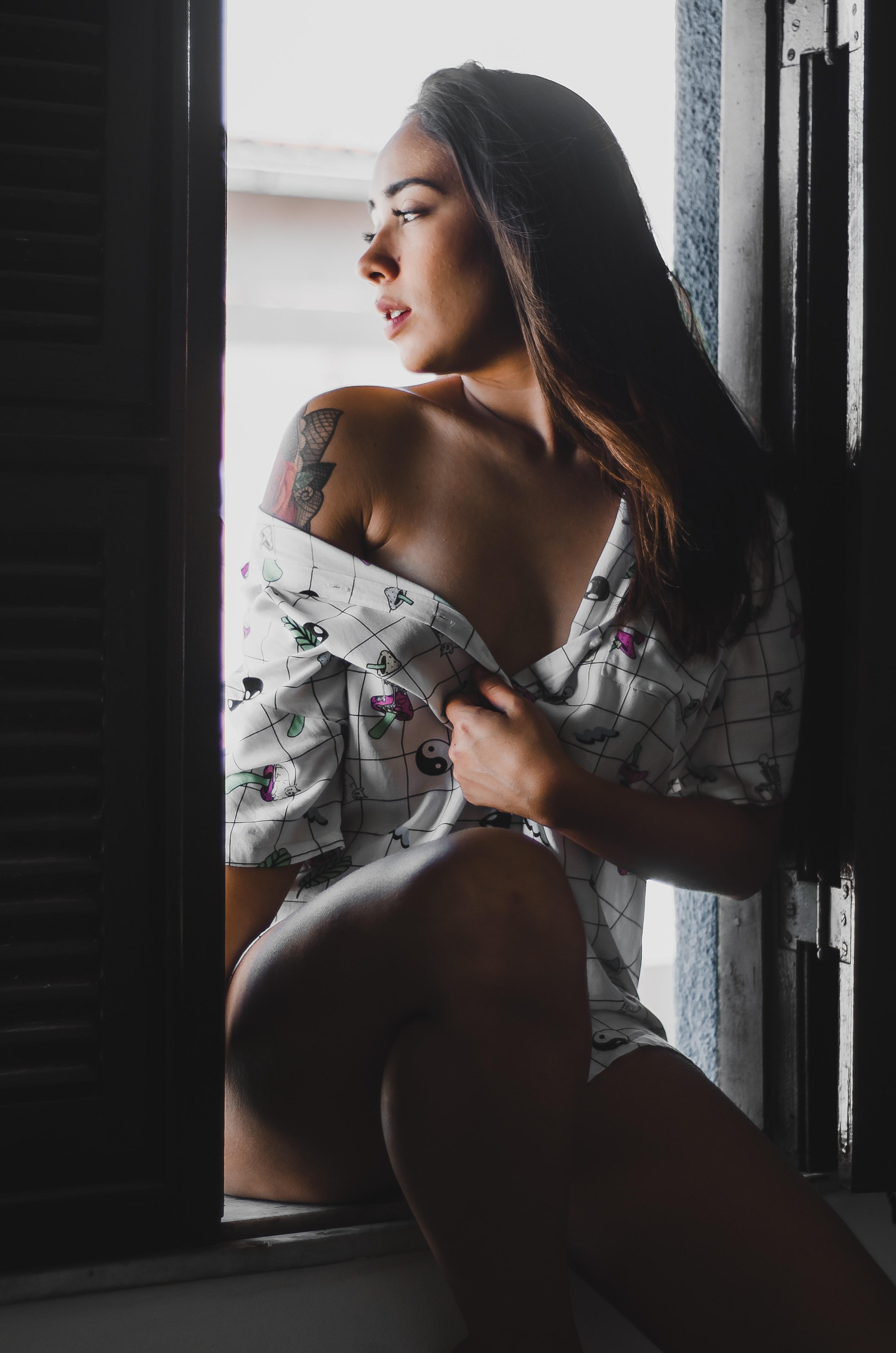 Brunett naken modell