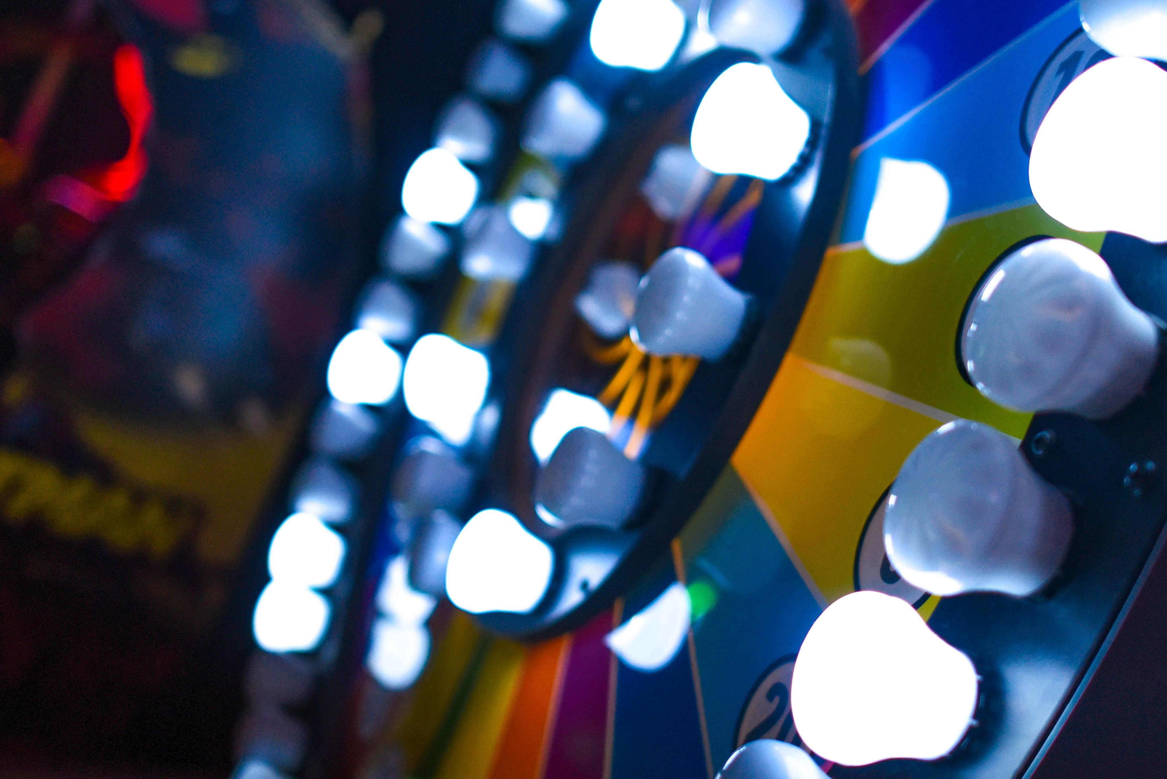 hình ảnh : vui chơi giải trí, công viên giải trí, giải trí, lờ mờ, màu sắc, tiêu điểm, Trò chơi, Chơi game, bóng đèn, Đèn, hết lượt, người chiến thắng ...