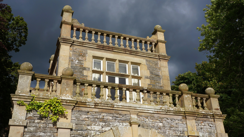 Картинки замки с балконом