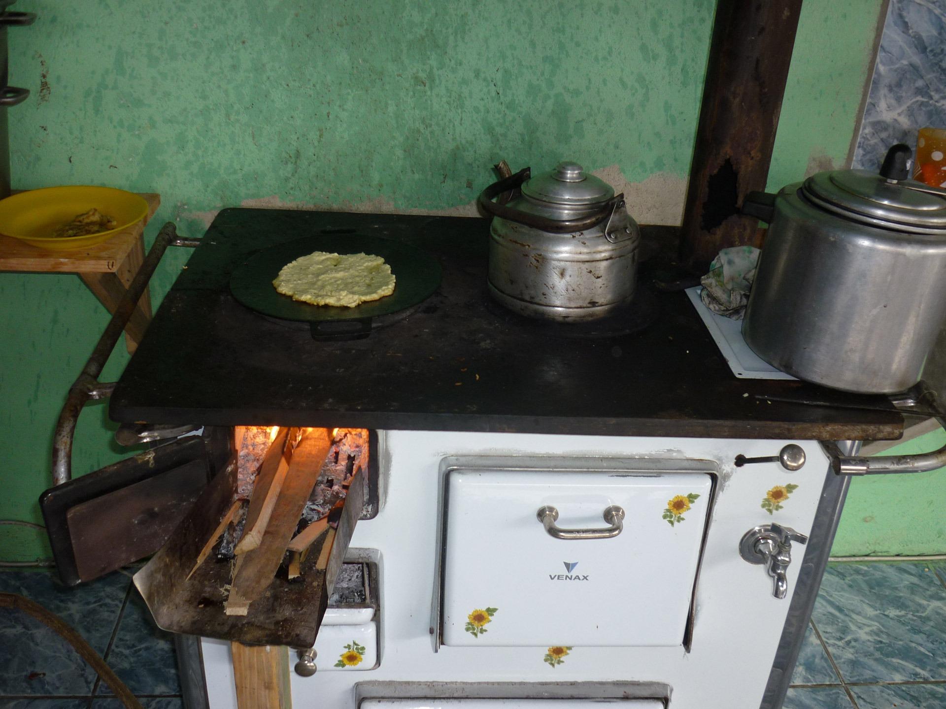 Antik Pedalaman Memasak Dapur Api Mesin Masakan Panas Kompor Alat Makan Malam Lokal Oven