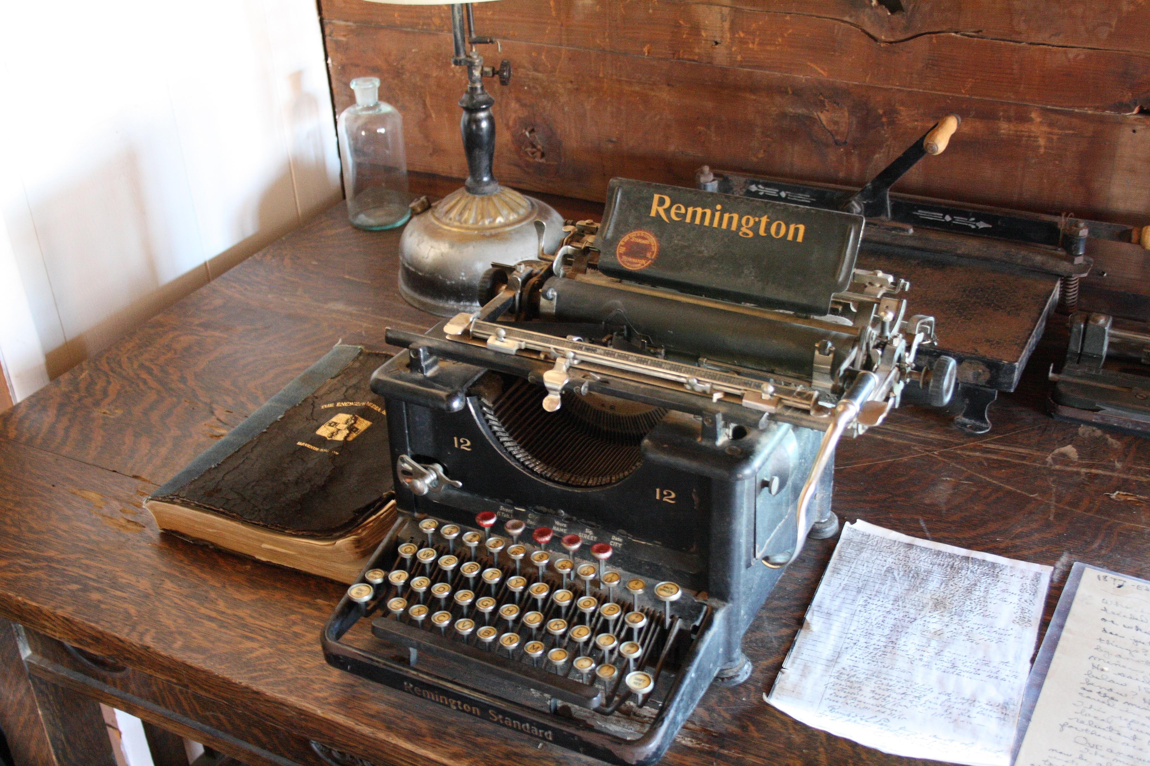 этих боях фото старые печатные машинки близнецы очень