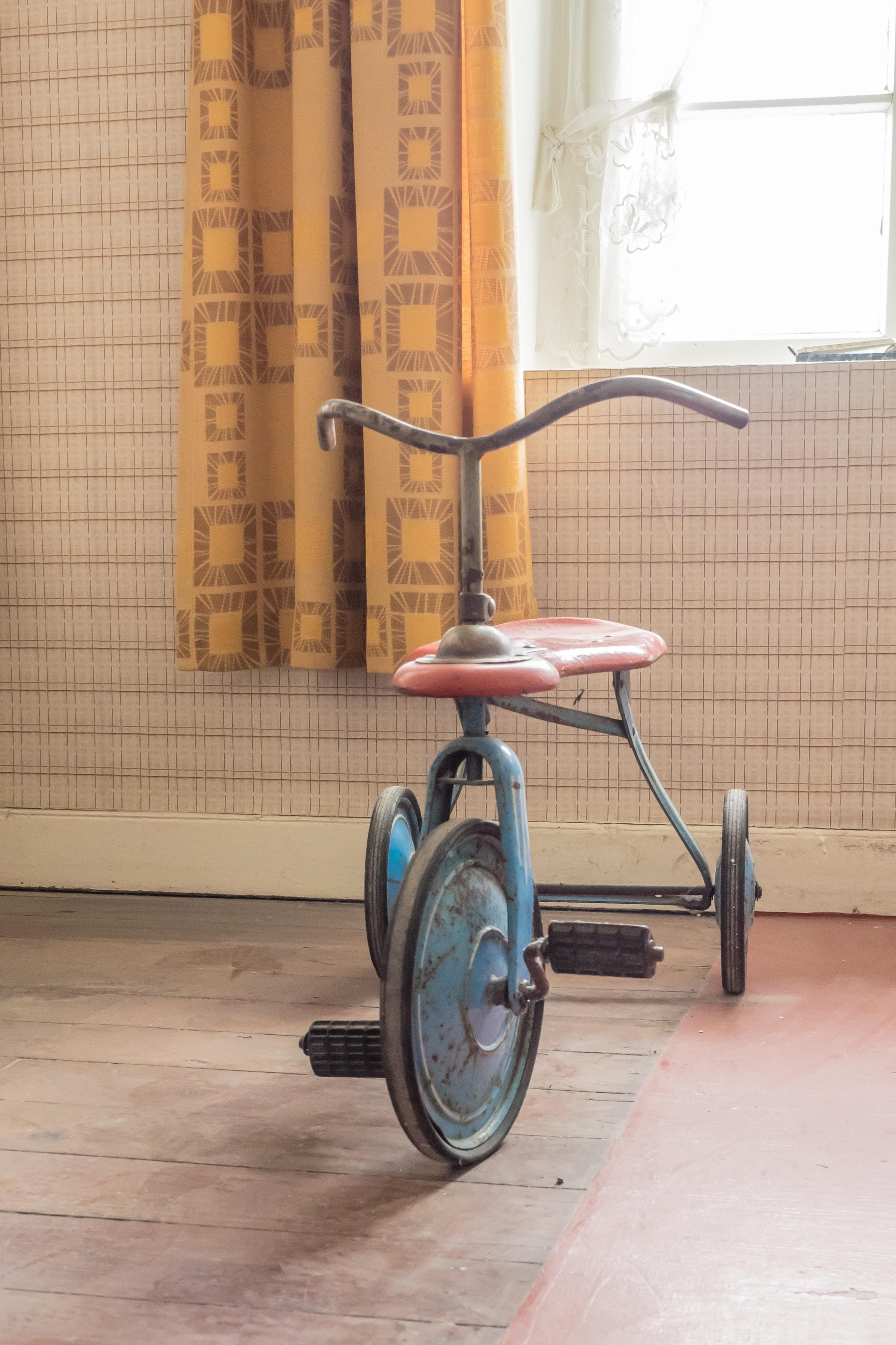 Kostenlose foto : Antiquität, Rad, spielen, Retro, Dreirad, Stock ...