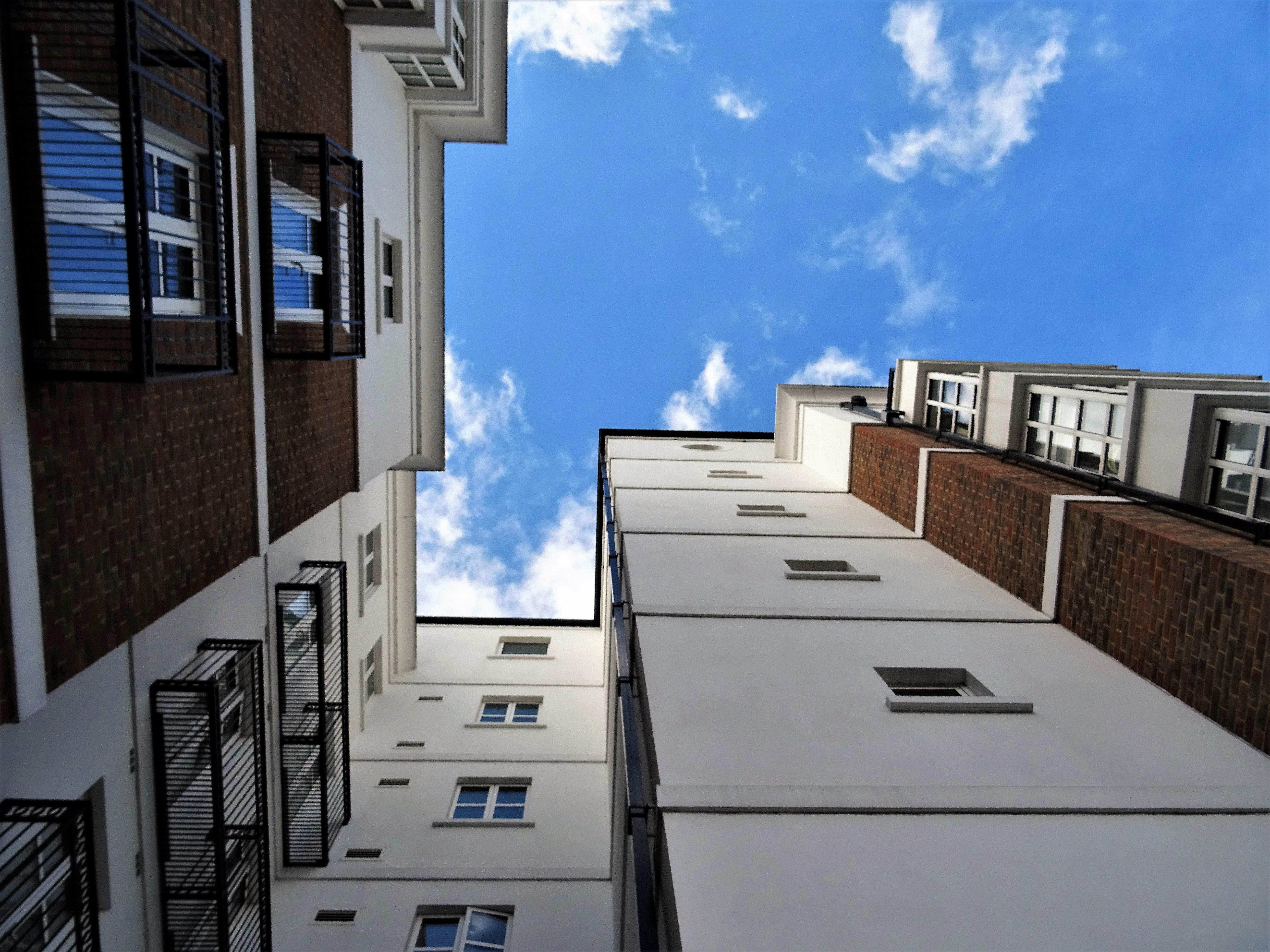 Beau Appartement Architecture Balcons Bâtiment Ville Des Nuages Contemporain  Lumière Du Jour Jour Conception Design Du0027