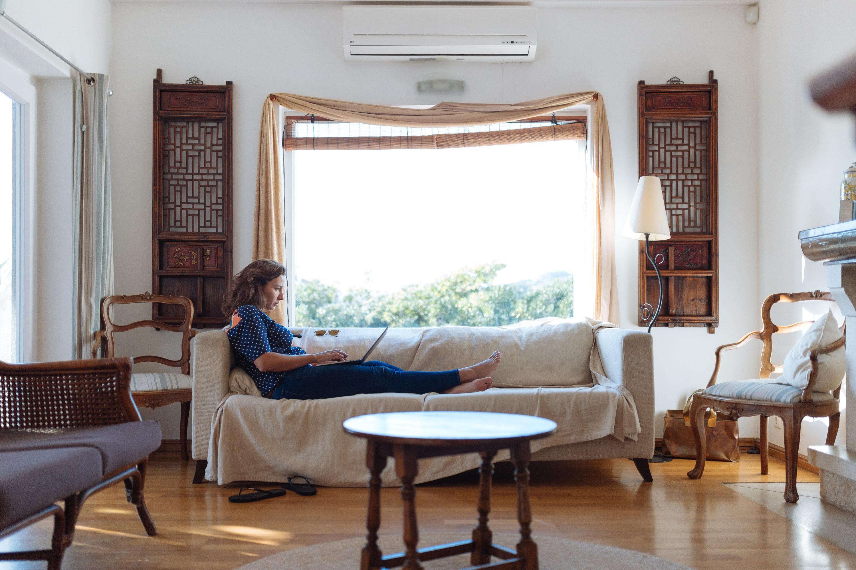 Immagini belle appartamento sedie divano le tende