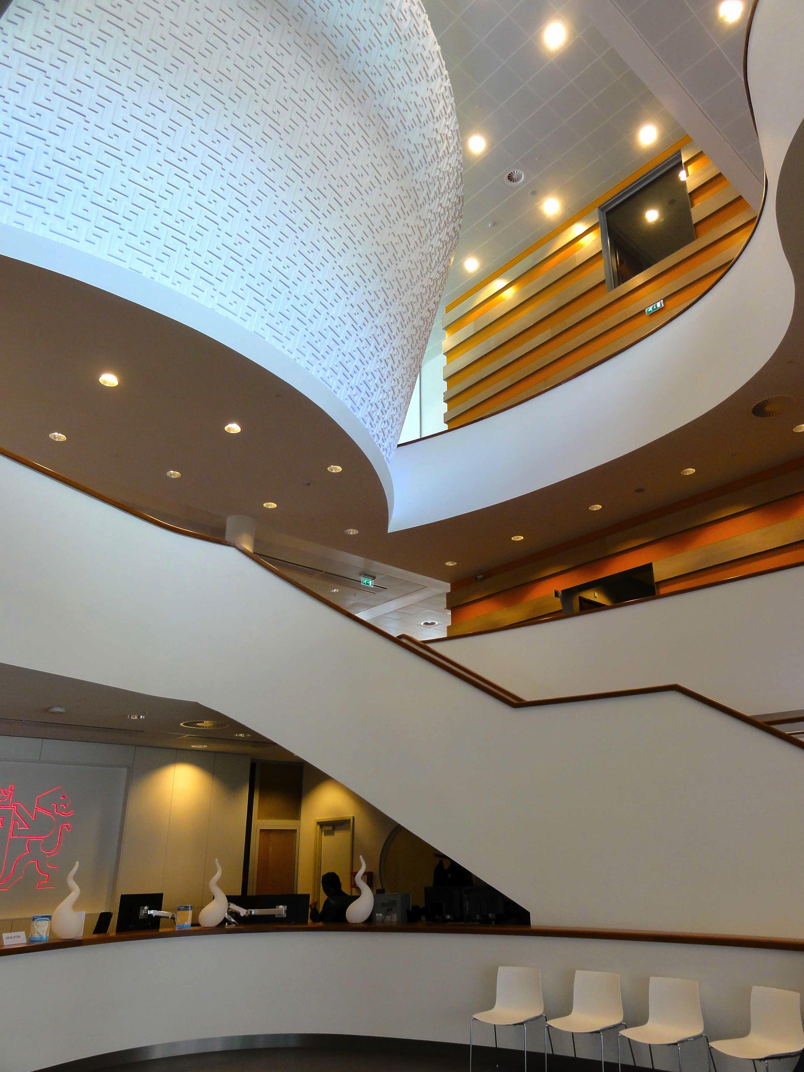 architectuur gehoorzaal interieur gebouw trappenhuis plafond verlichting interieur ontwerp binnen lichten nederland ontwerp hotel lobby hoofdkwartier