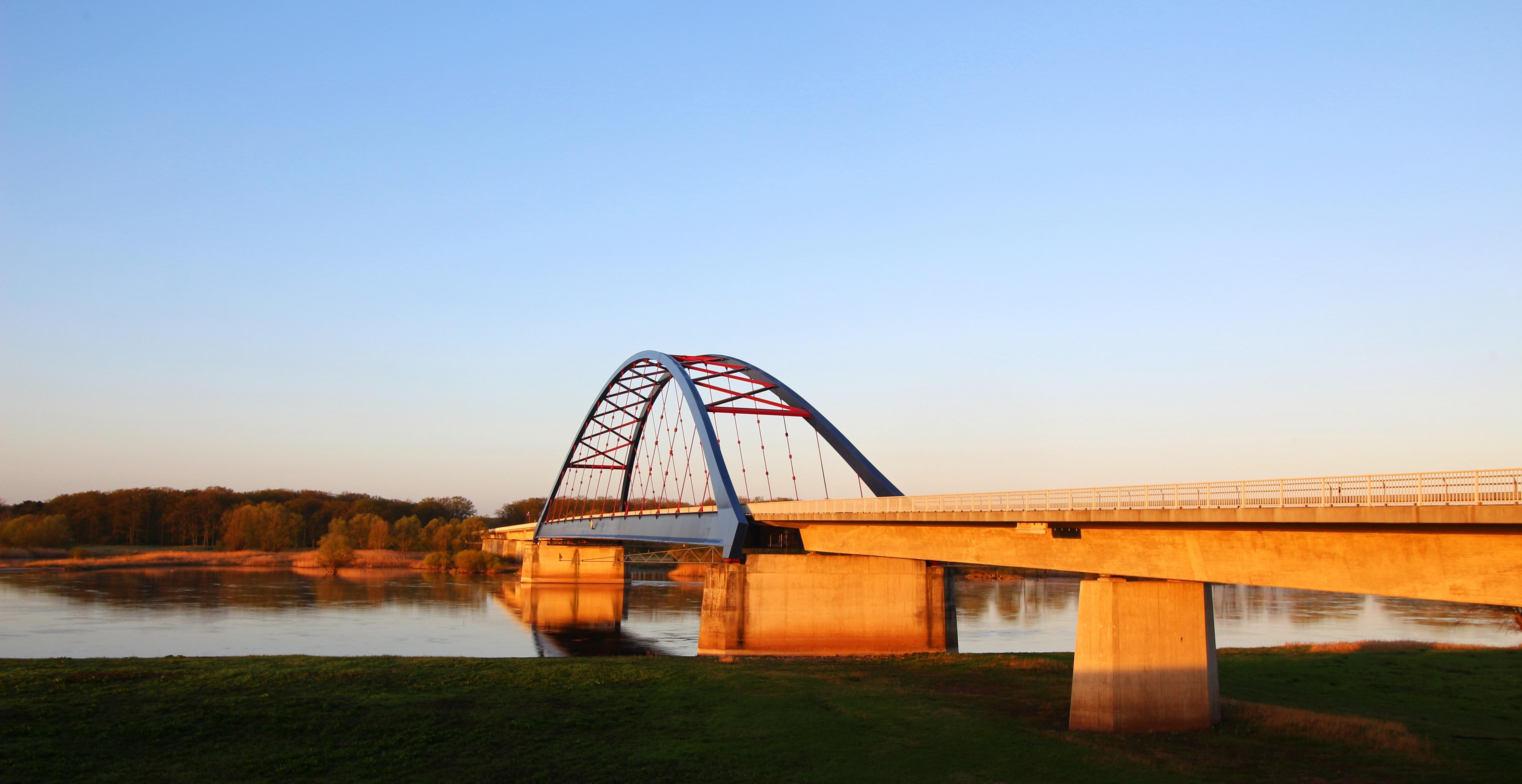Fotos gratis : arquitectura, edificio, río, reflexión, depósito ...