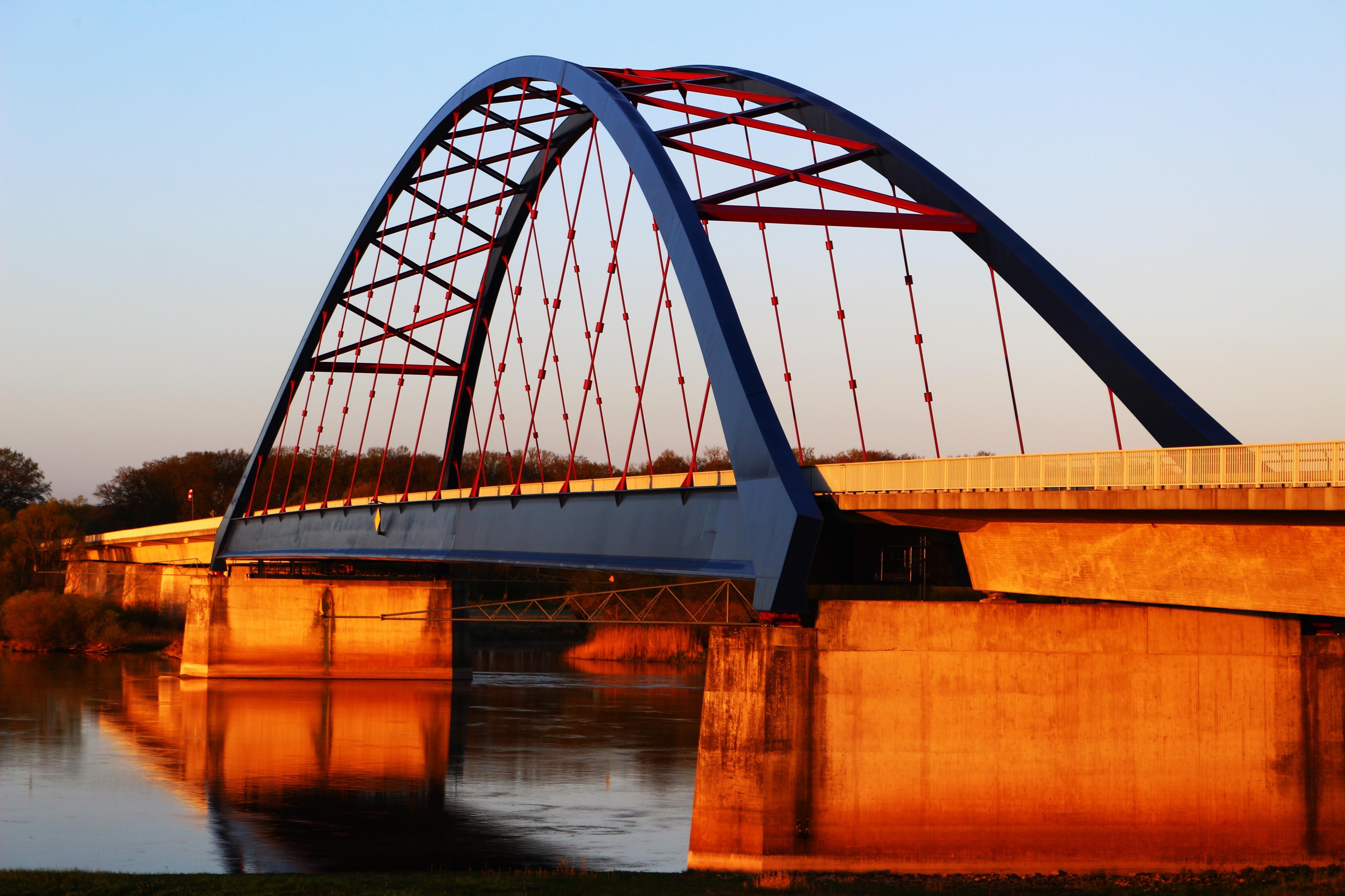Fotos gratis : arquitectura, edificio, río, reflexión, vehículo ...