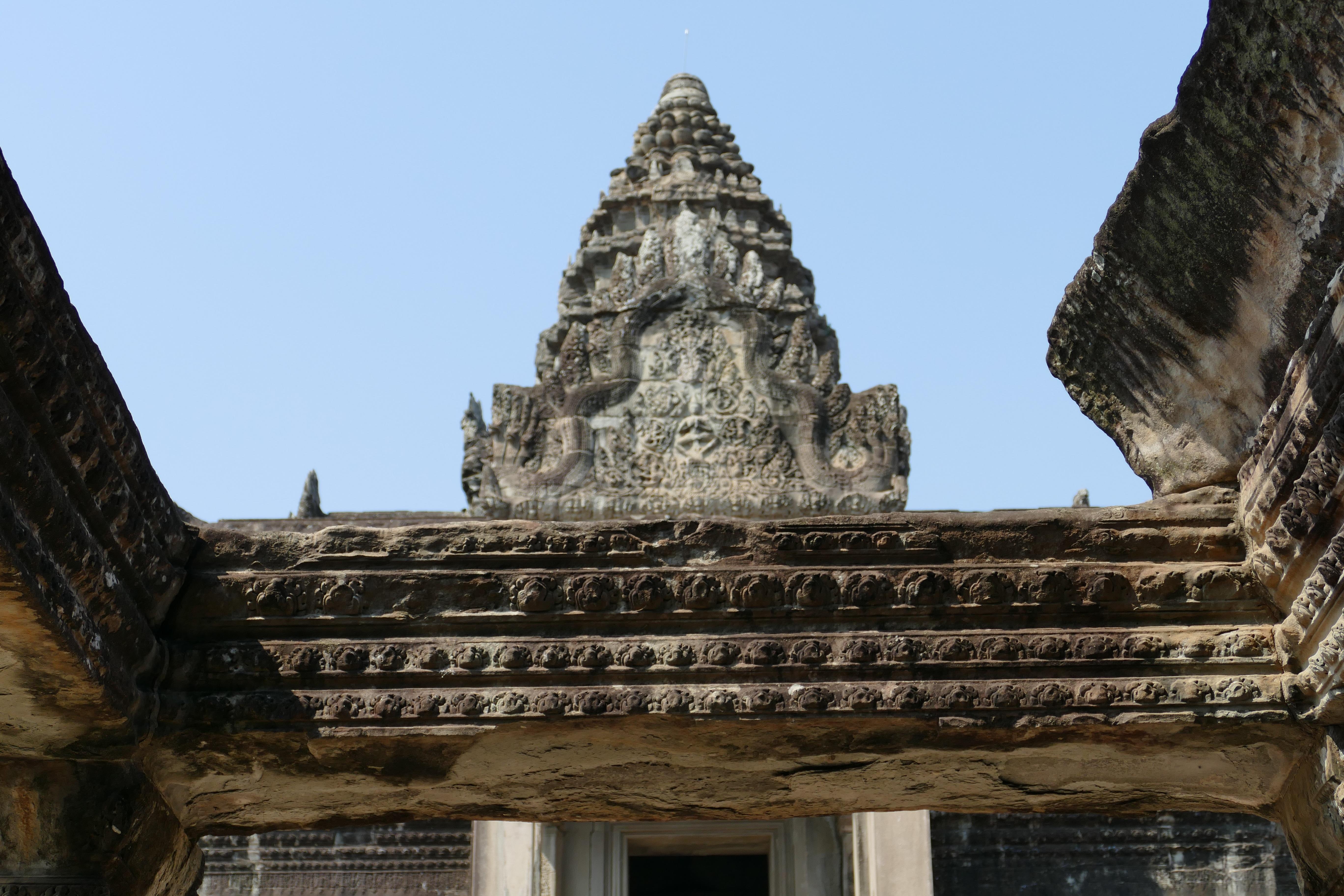 กัมพูชา ได้แก่ เมืองพระนครและปราสาทพระวิหาร