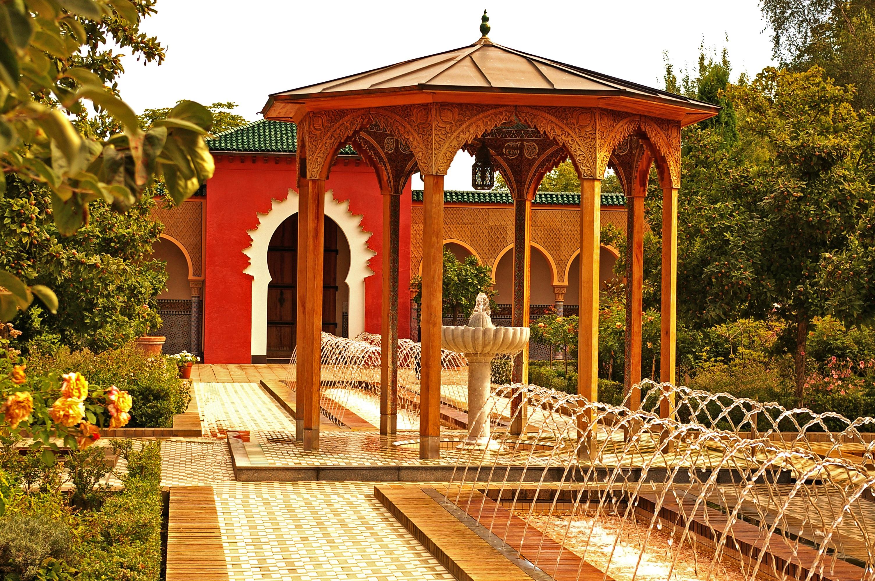 Fotos gratis arquitectura edificio atm sfera for Diseno de fuente de jardin al aire libre