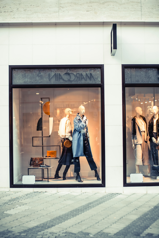 ad95859b1c arquitectura edificio negocio ciudad ropa colección luz diseño monitor Moda  Ventanas de cristal adentro Maniquíes al
