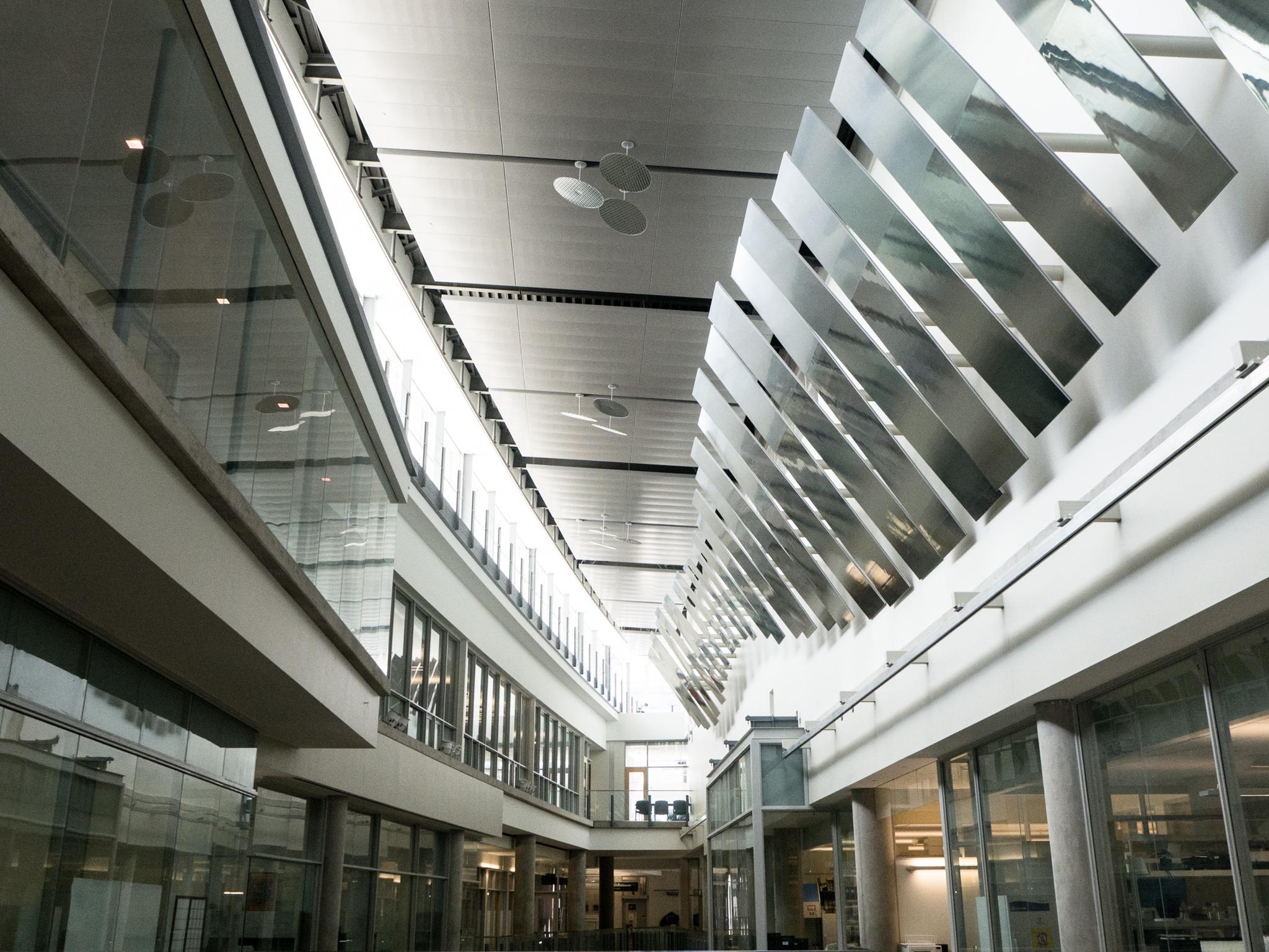 Fotos gratis arquitectura edificio techo transporte for Diseno de iluminacion de interiores