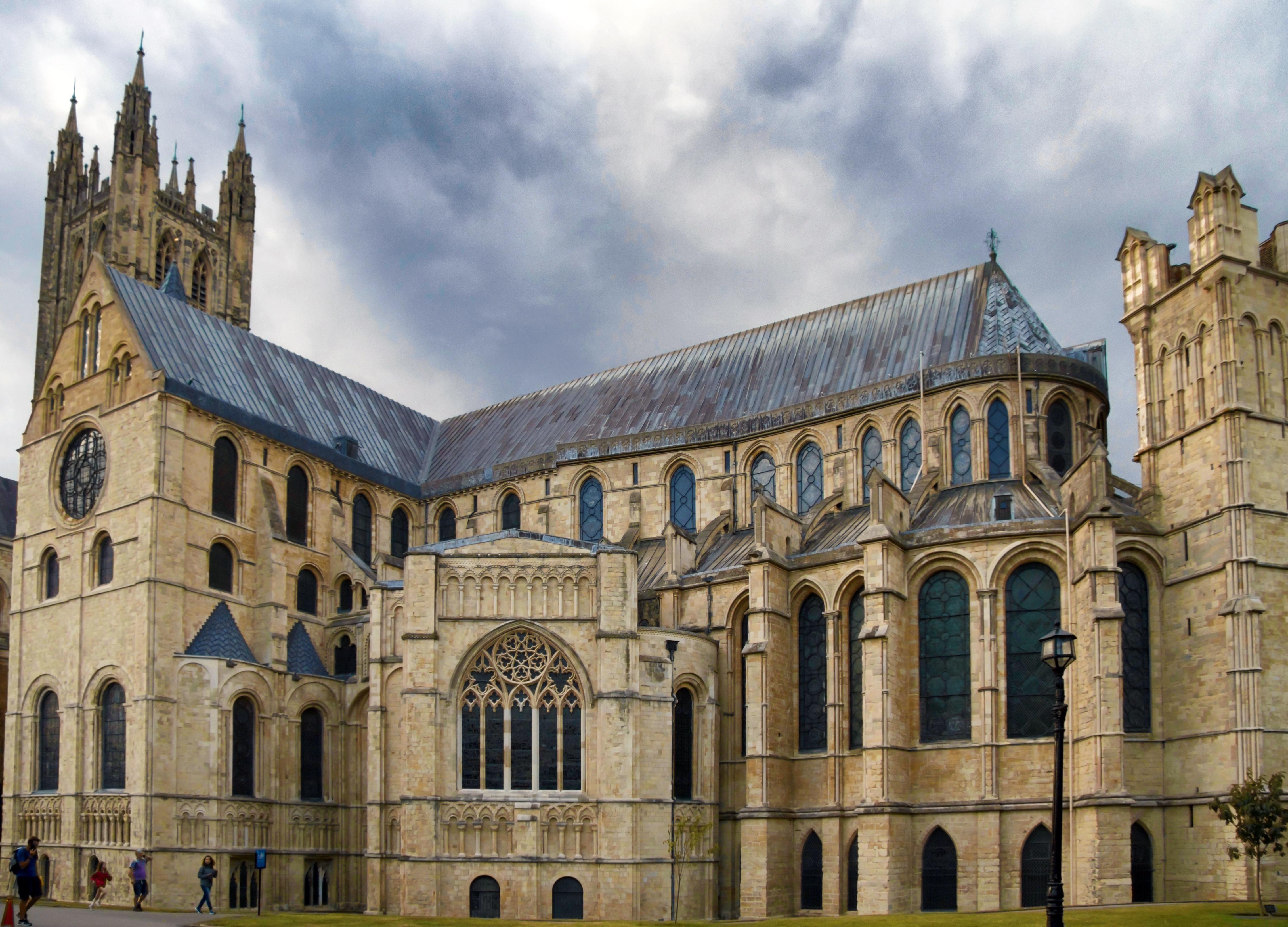 Средневековой собор картинка