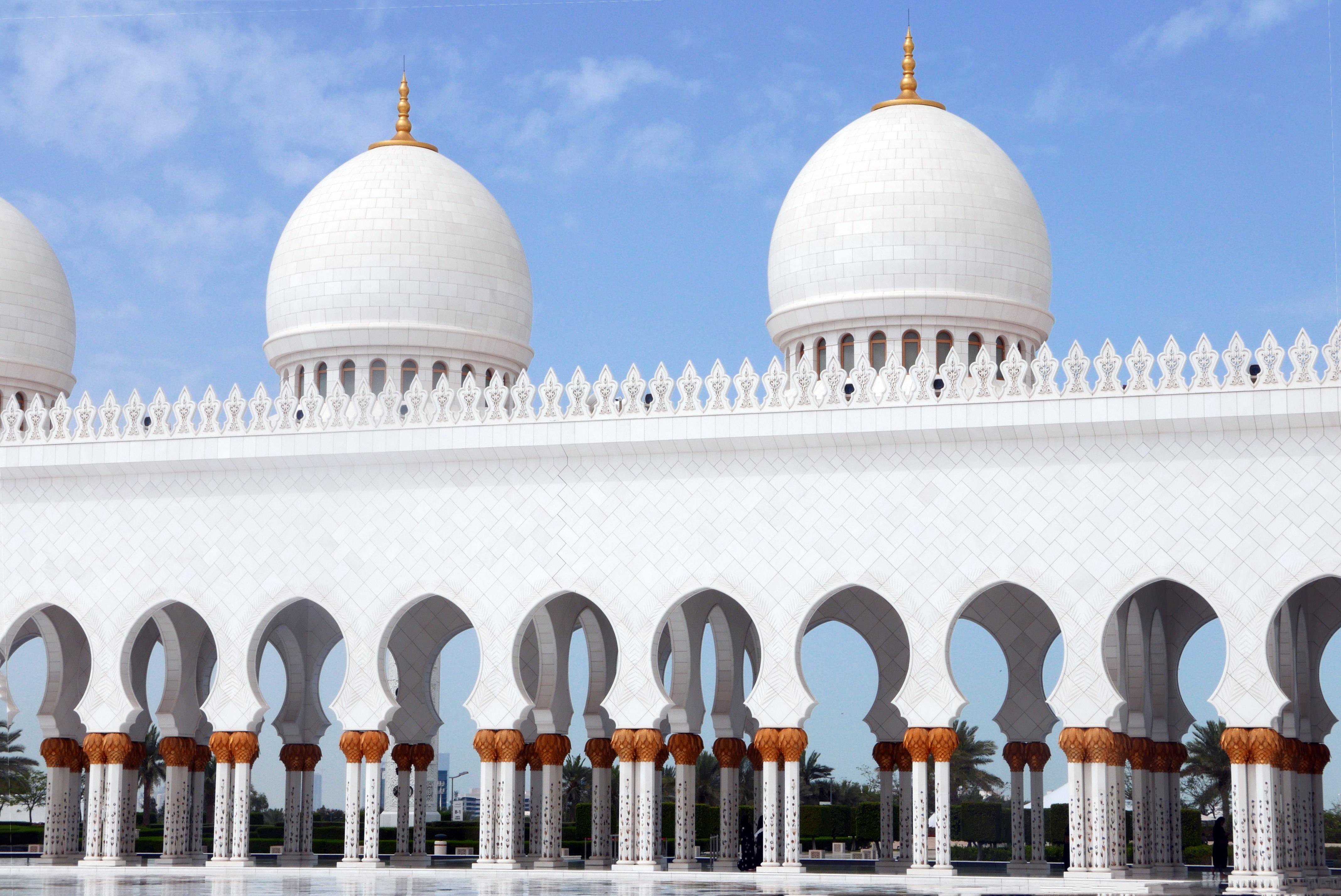 edificio lugar de adoracin mezquita columnata abu dhabi jeque zayed mezquita