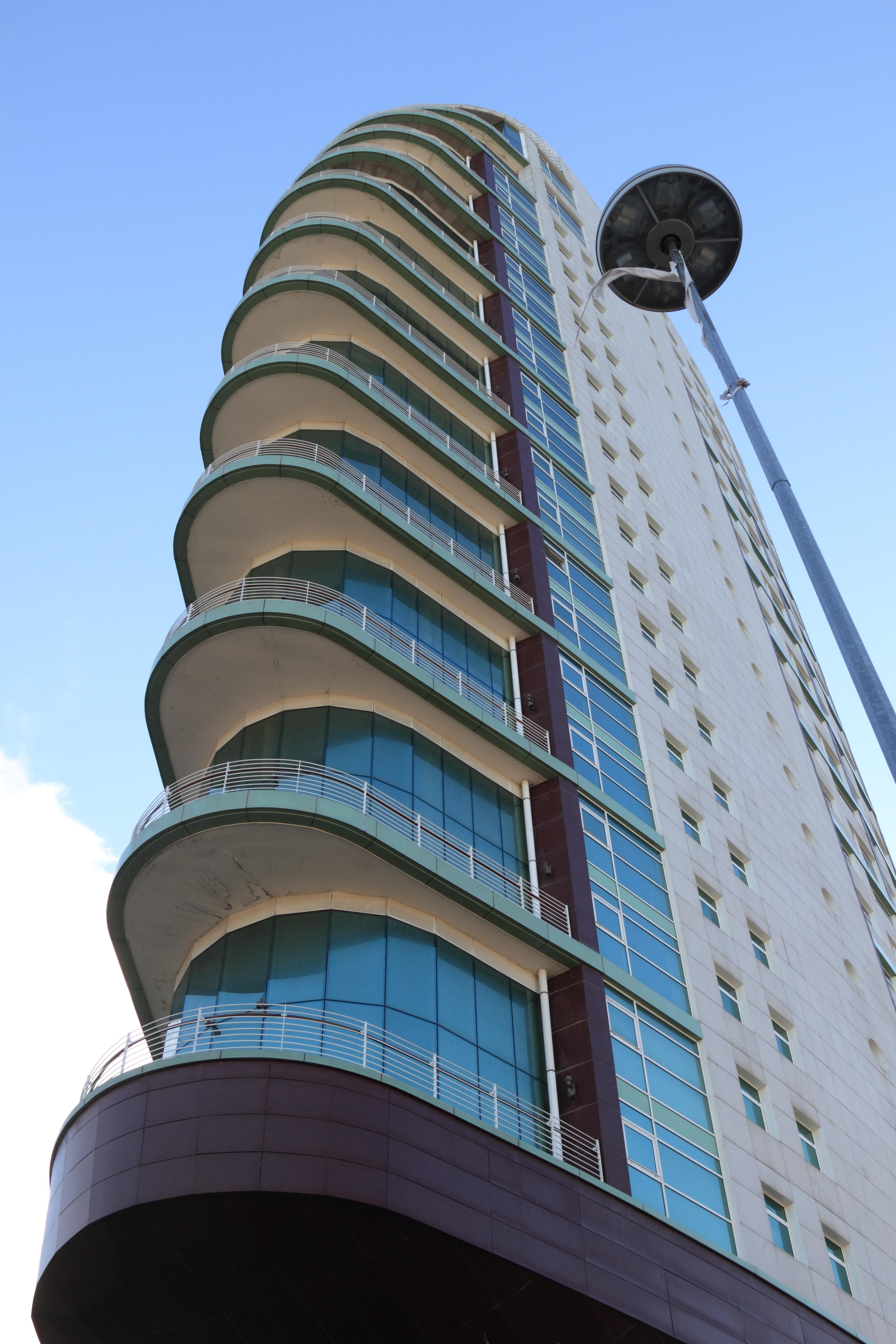 Images gratuites architecture b timent gratte ciel for Architecture lisbonne