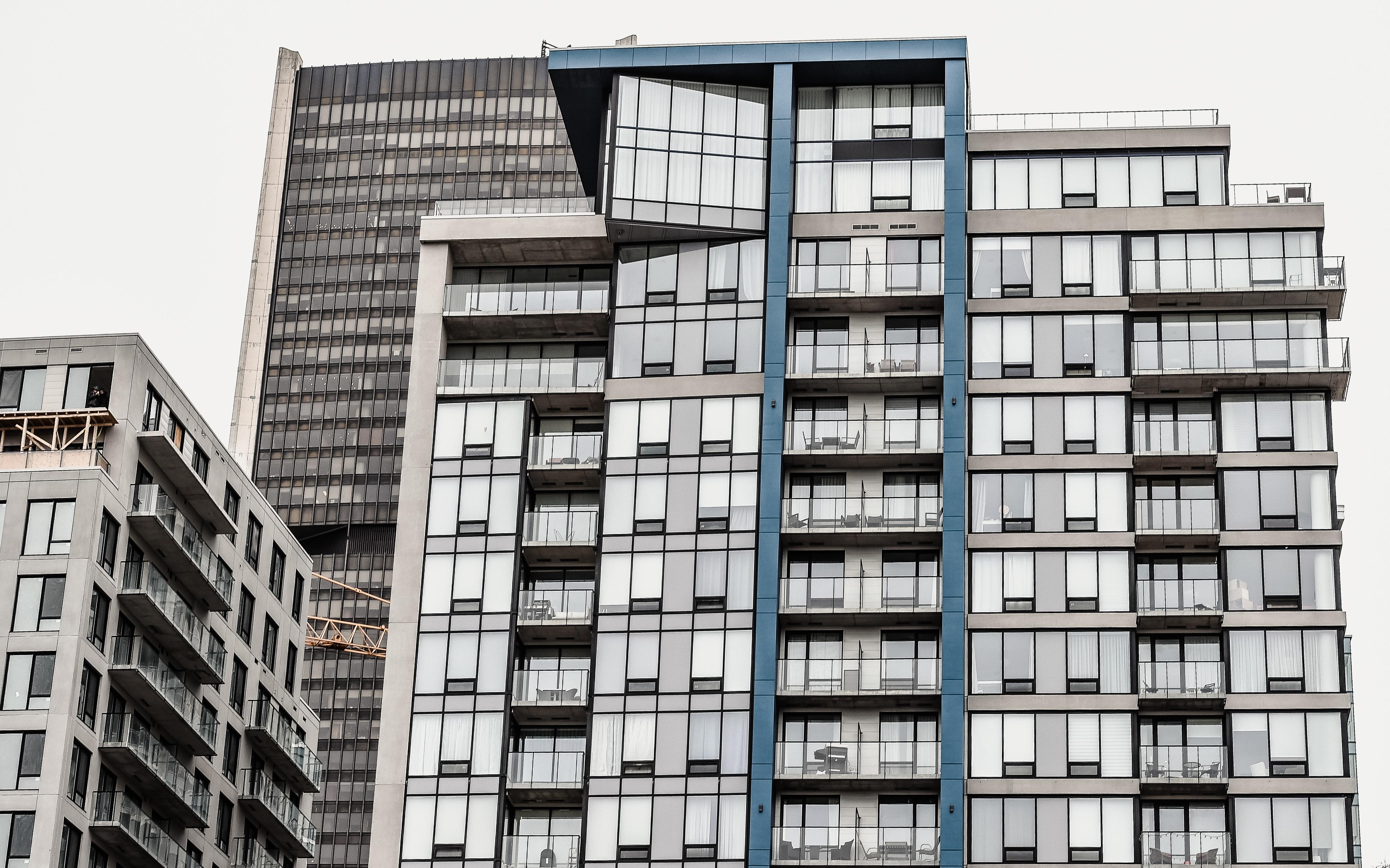 Фасад многоэтажки фото