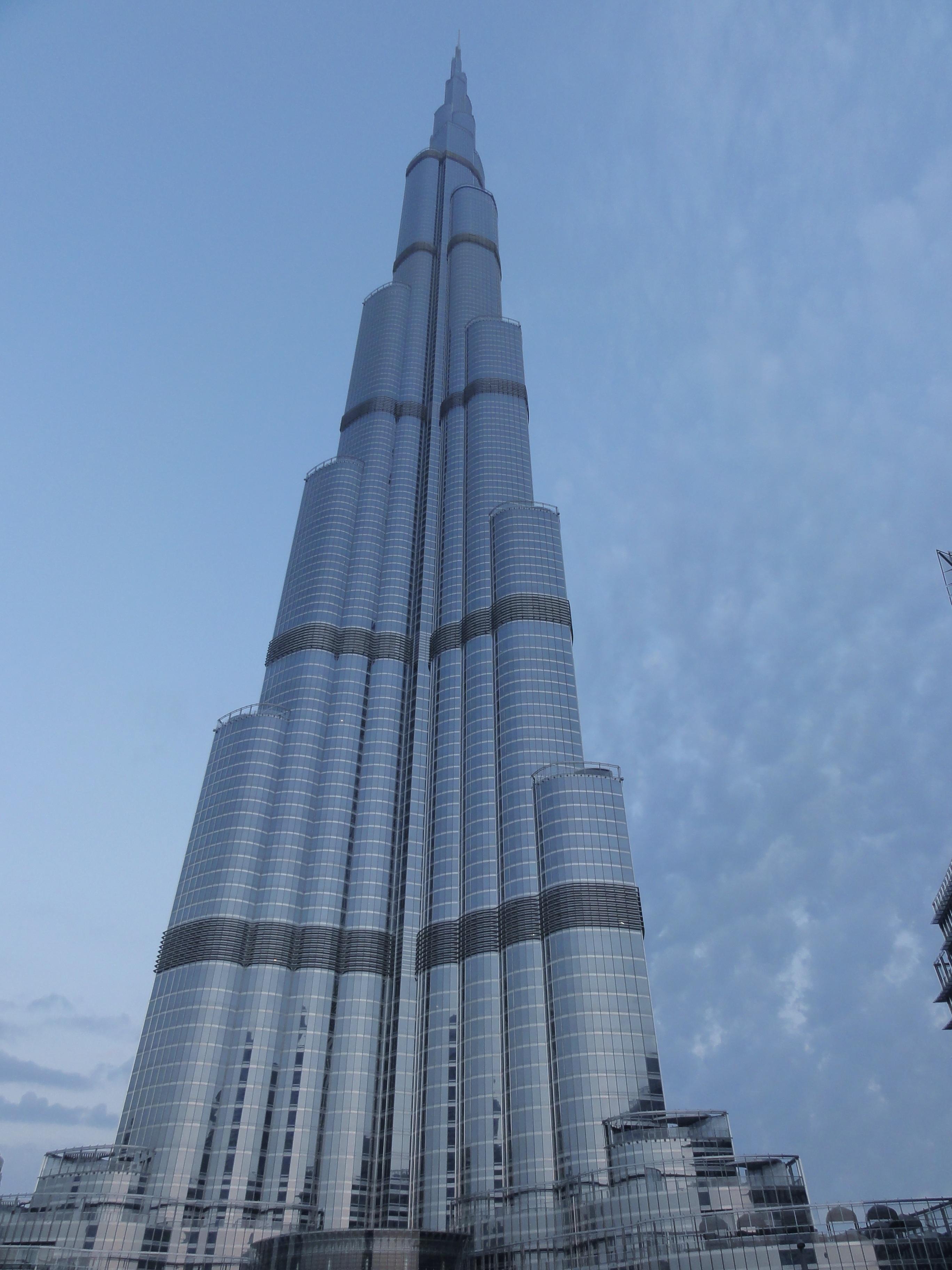 edificio rascacielos monumento torre dubai punto de referencia bloque de pisos aguja campanario uae emiratos