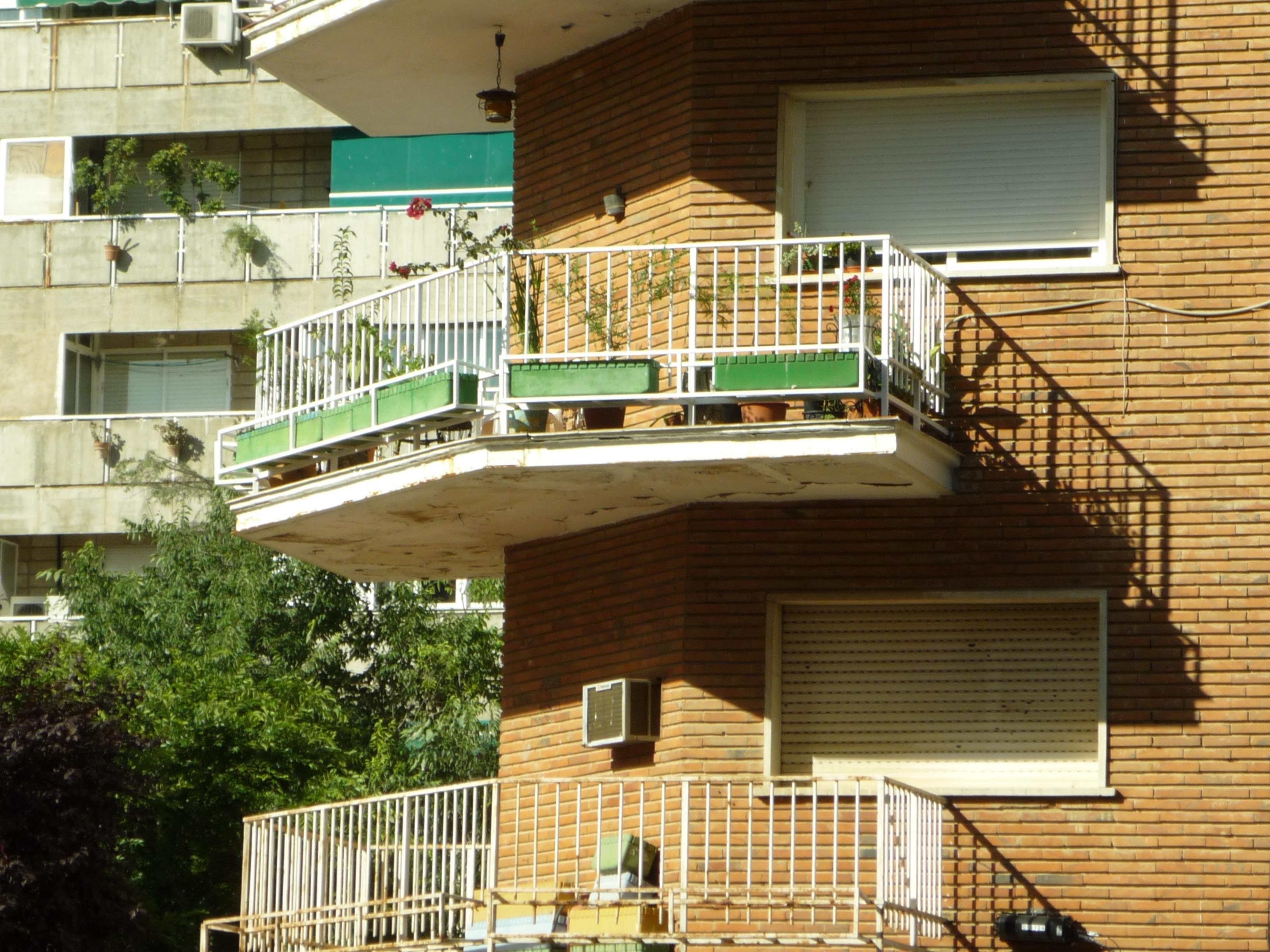 fotos gratis cubierta madera casa techo porche balcn plataforma fachada propiedad exterior alojamiento pretil terraza esquina
