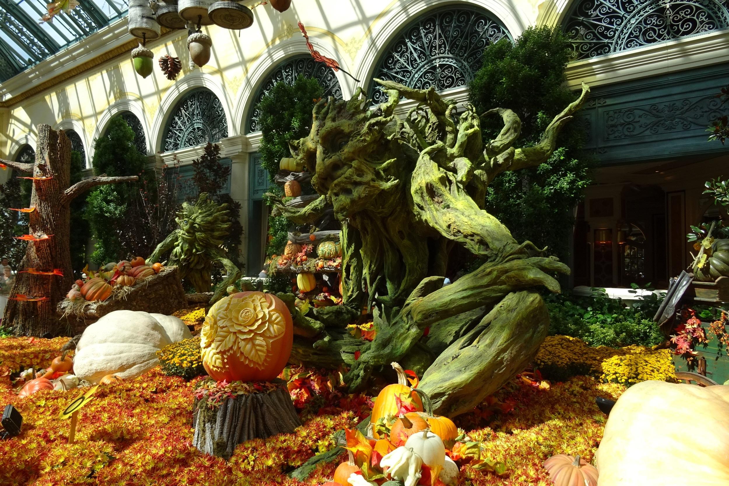 Jeux de decoration de jardin beautiful alina le for Garden statues las vegas nv