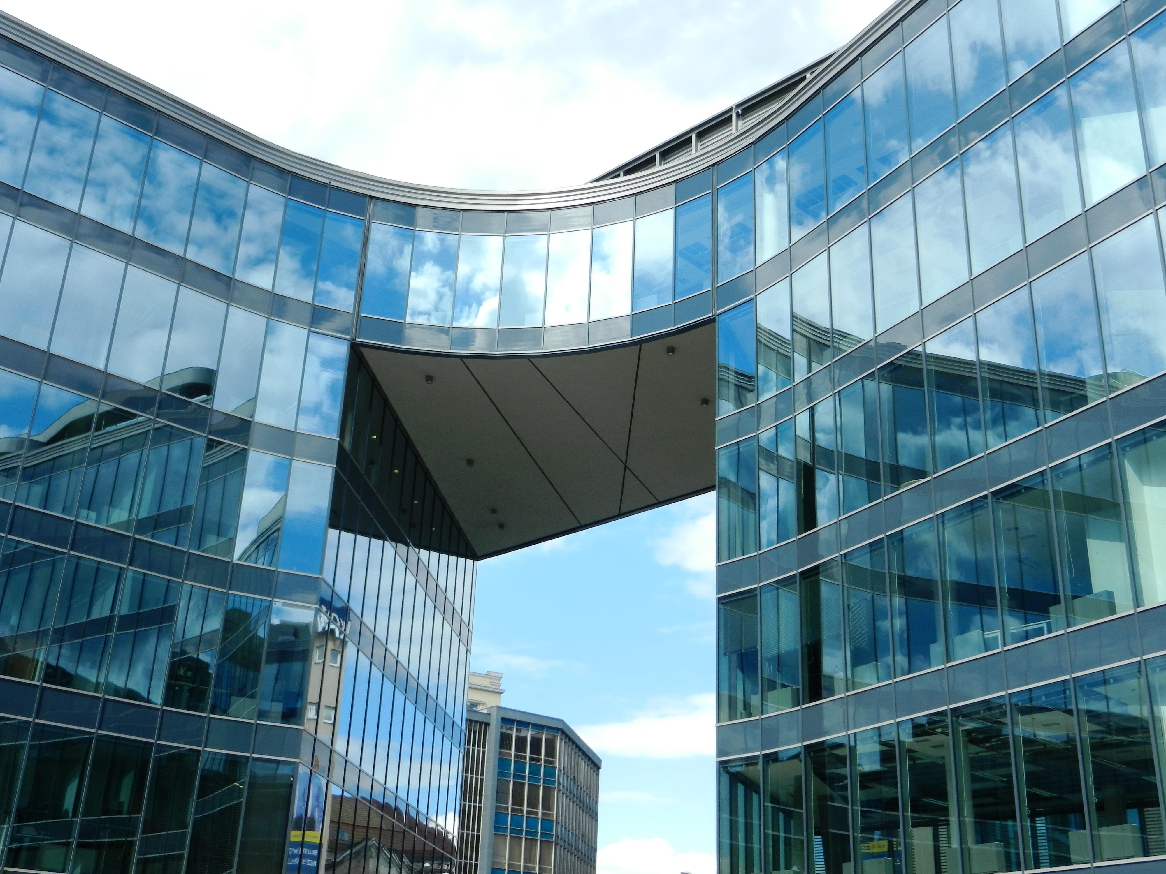 Images gratuites : architecture verre gratte ciel réflexion