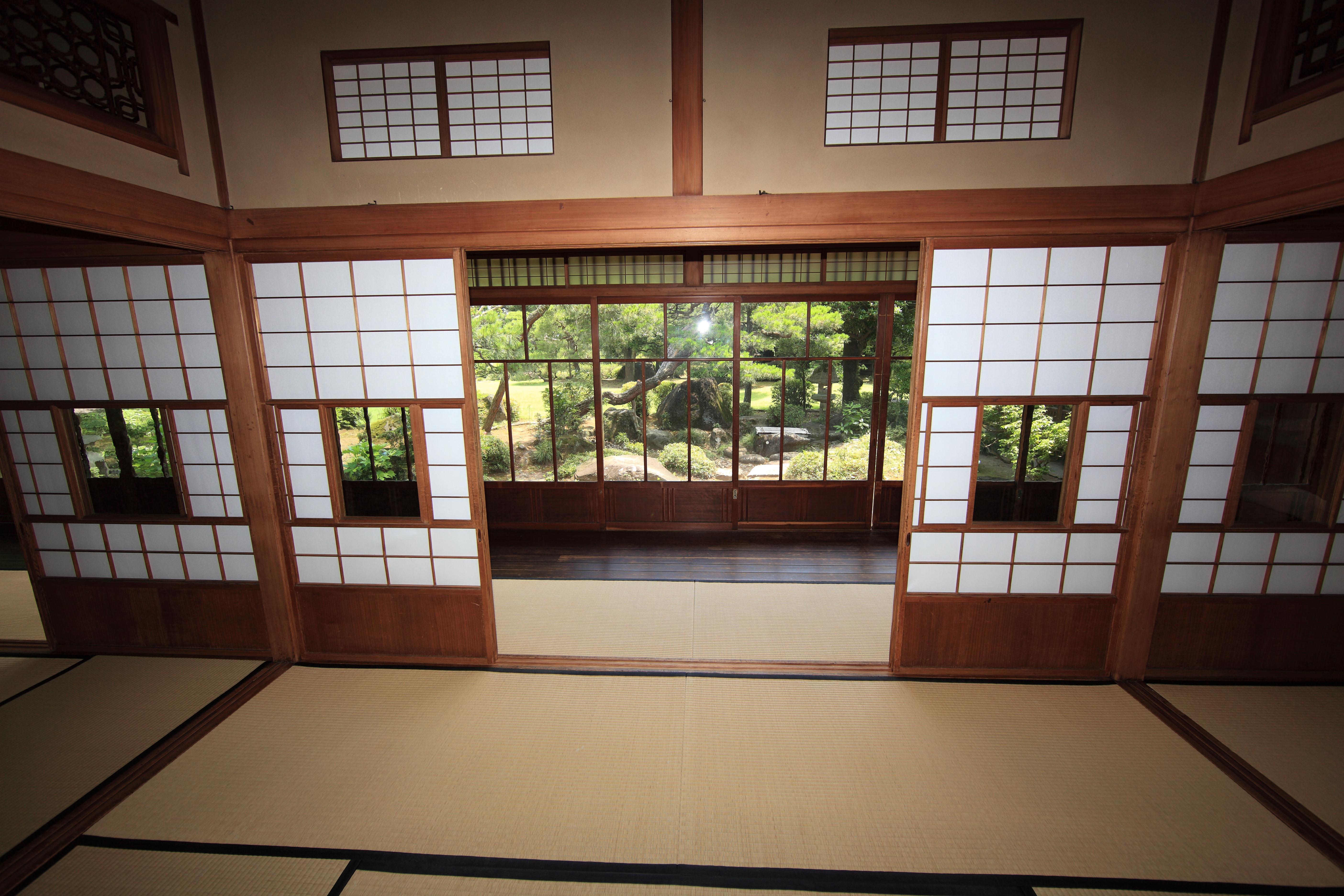 Gambar Arsitektur Rumah Lantai Pedalaman Jendela Tinggi