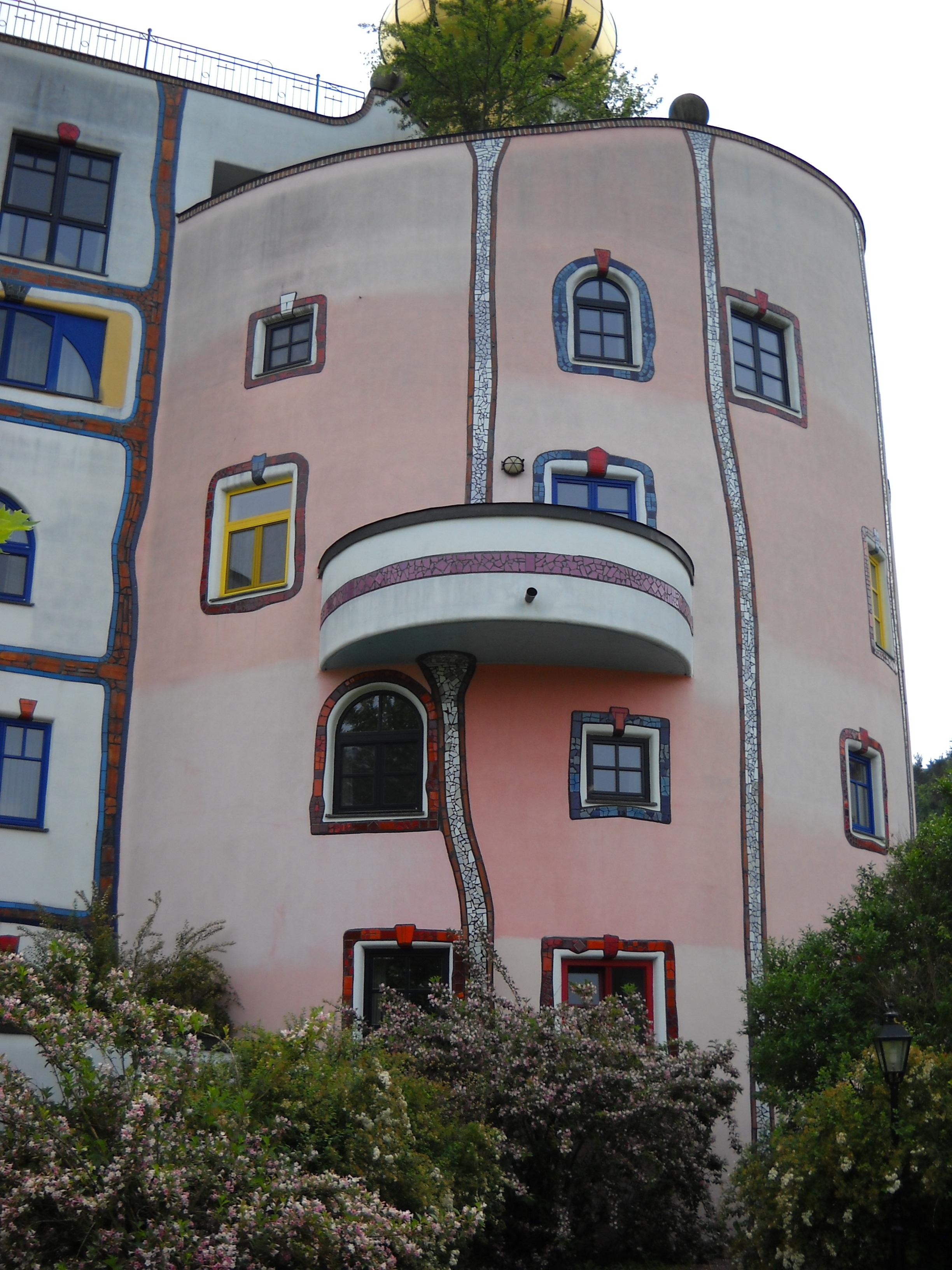 Fotos gratis arquitectura pueblo edificio geometr a for Fachadas de casas de barrio