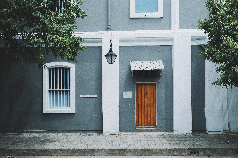 Fotos gratis arquitectura casa ventana edificio for Fachadas de casas con porton