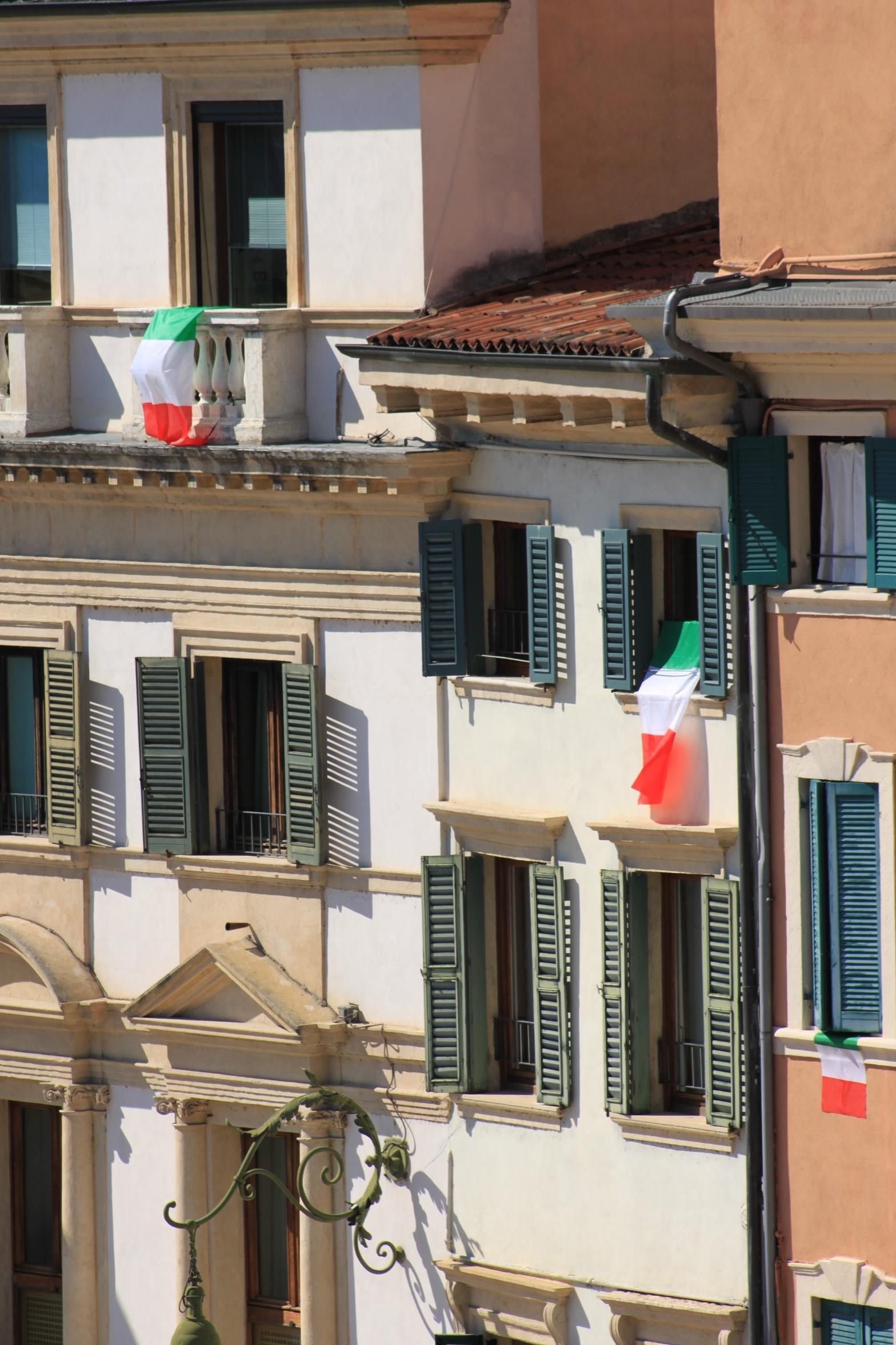casa ventana edificio restaurante casa balcn bandera italia fachada propiedad apartamento diseo de interiores ventanas