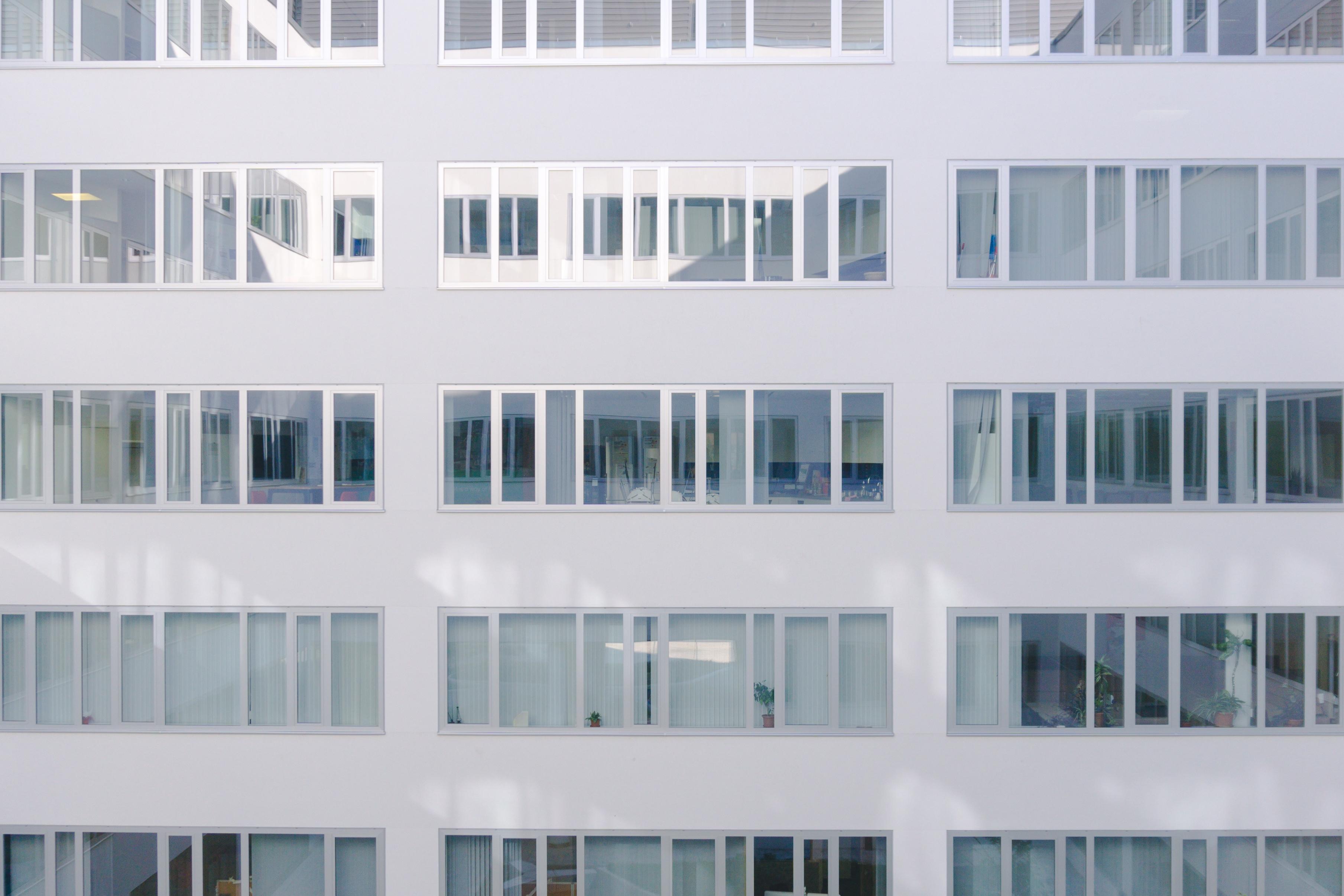 Gambar Arsitektur Rumah Jendela Kaca Bangunan Balkon