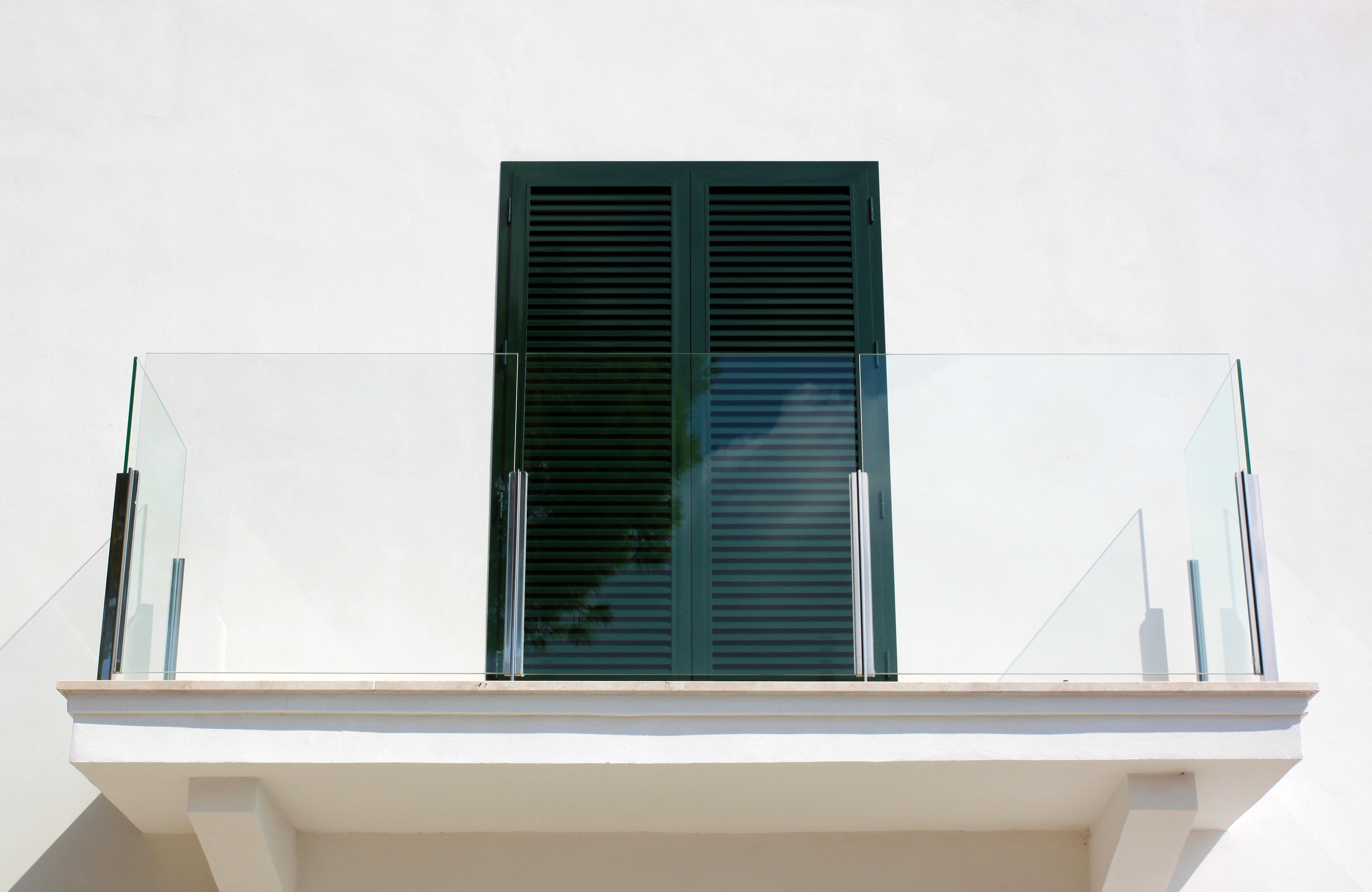 무료 이미지 : 건축물, 집, 창문, 유리, 건물, 벽, 발코니, 선반 ...