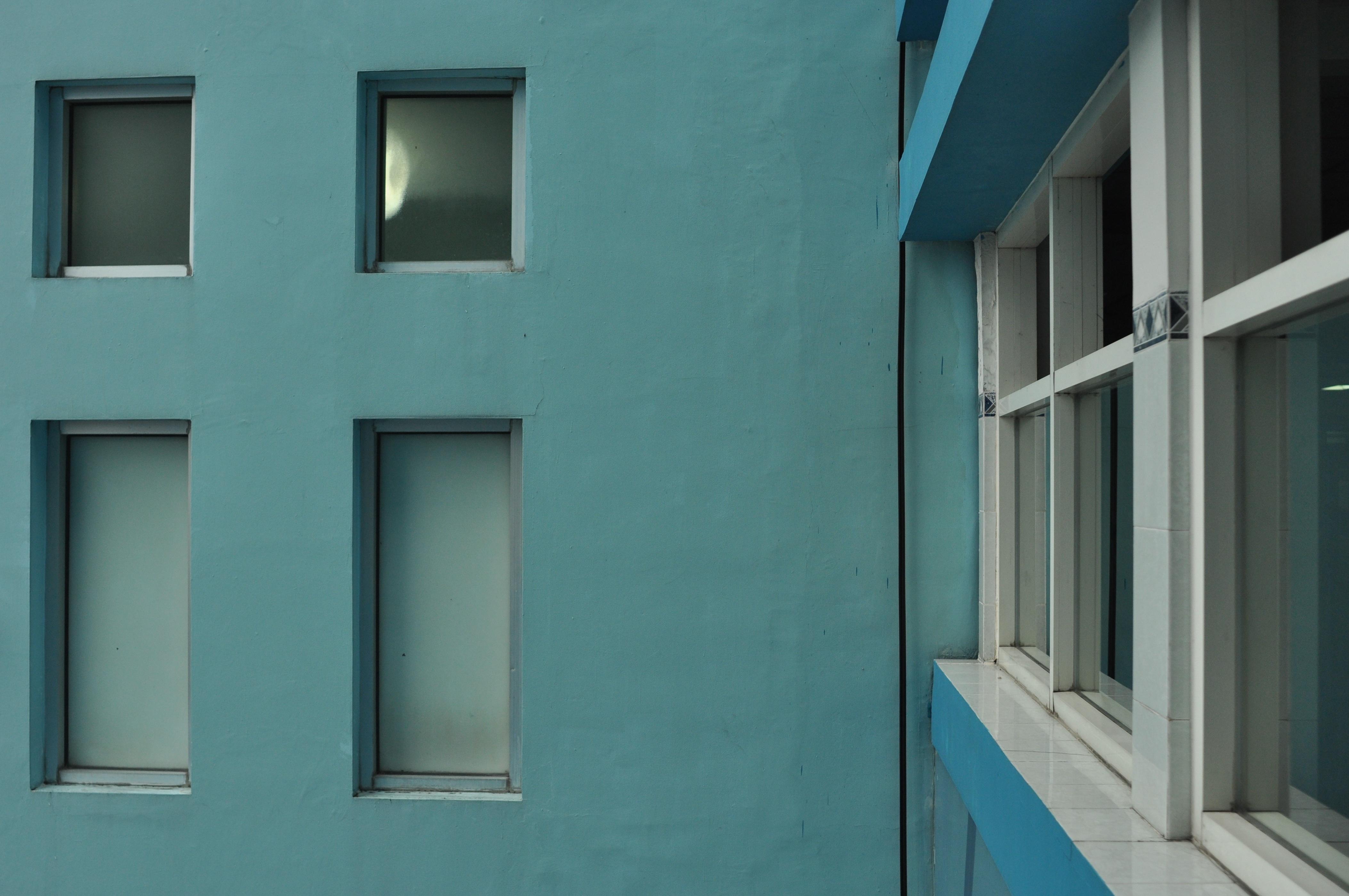 Immagini belle architettura casa parete colore facciata blu porta interior design - Finestre a ghigliottina ...