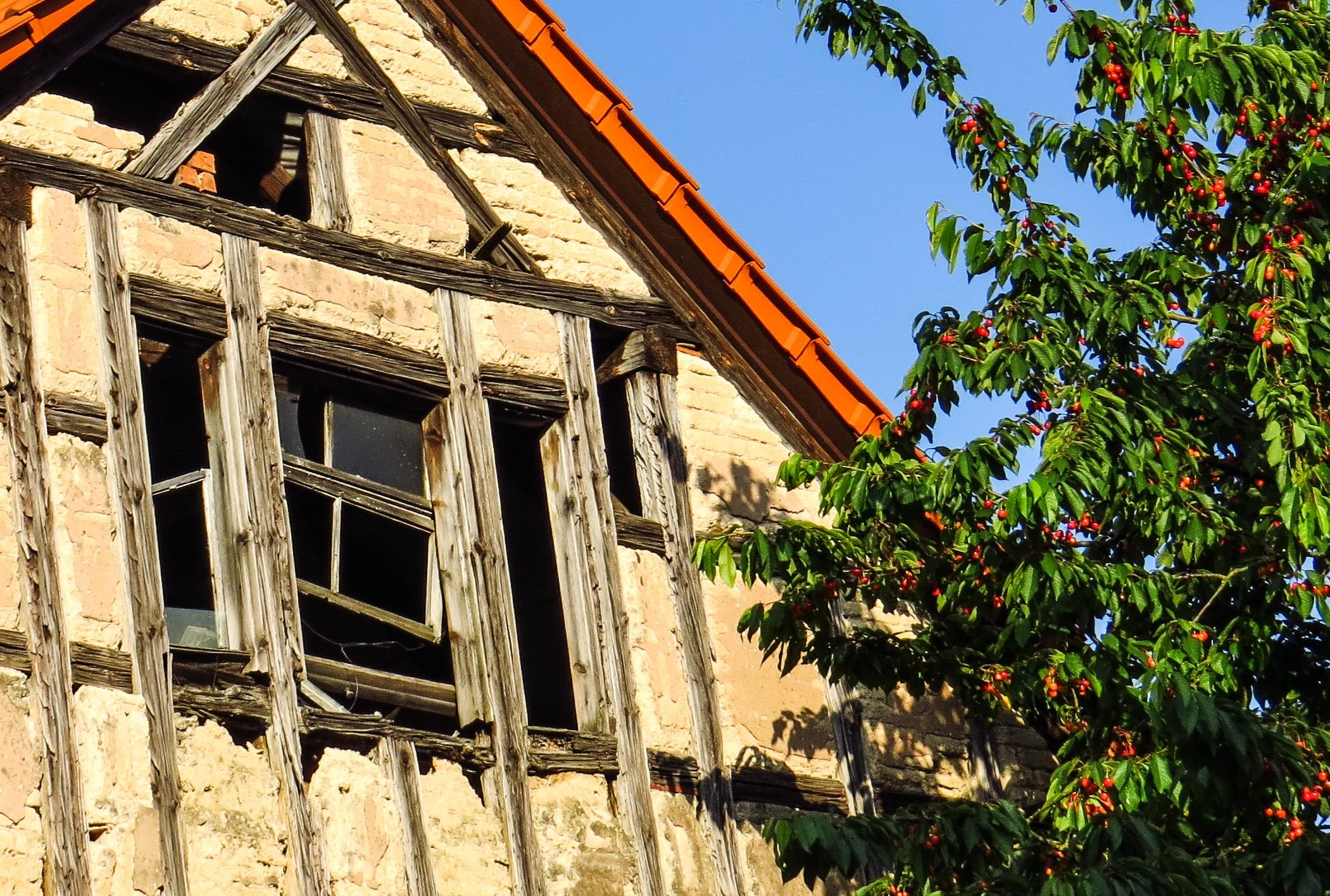 Die Architektur Haus Fenster Alt Zuhause Fassade Nostalgie Immobilien  Renovierung Kirsche Kirschen Truss Holzbinder