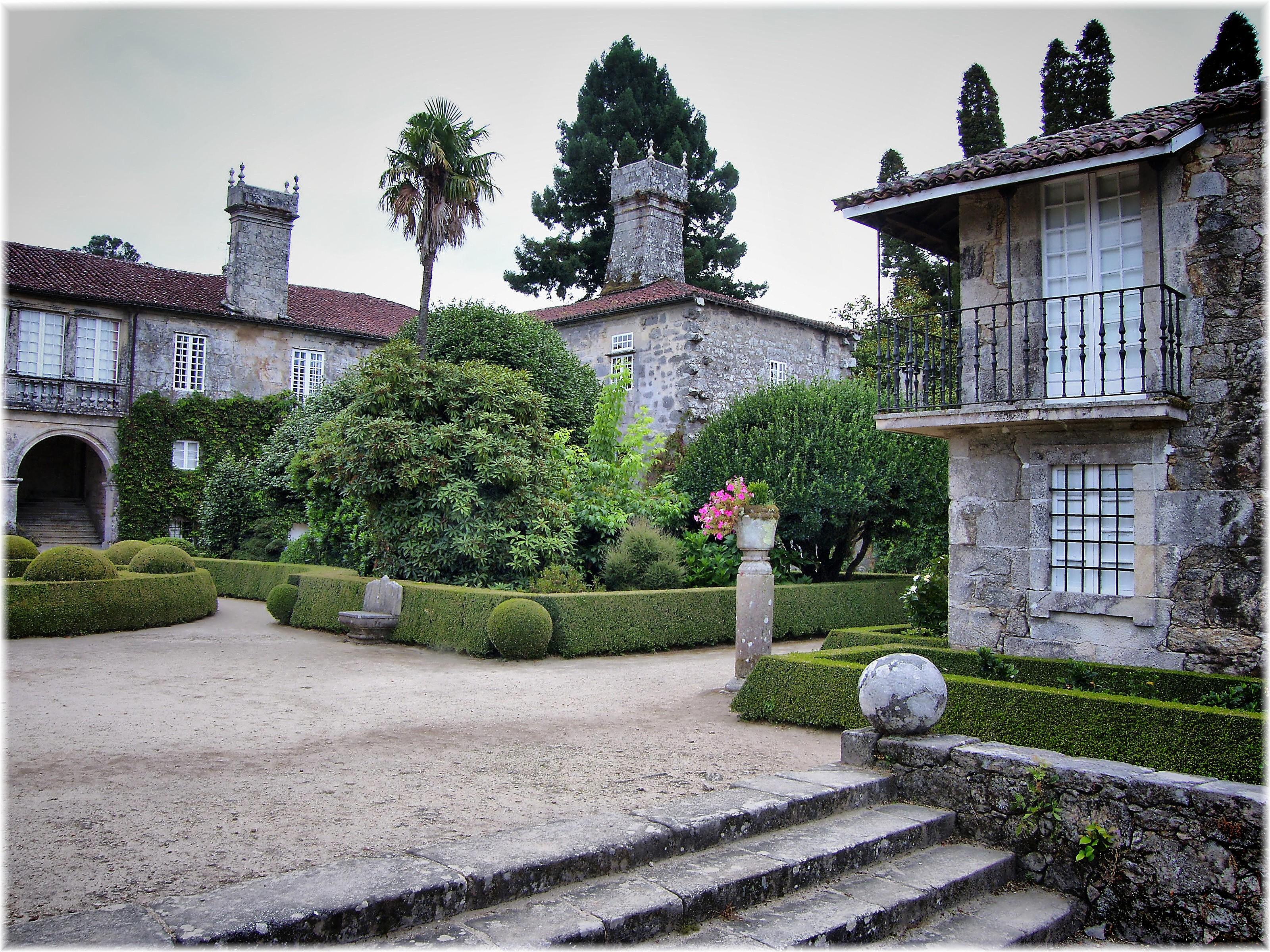 Fotos gratis arquitectura c sped palacio casa castillo pared pasarela suburbio europa - Ley propiedad horizontal patio interior ...