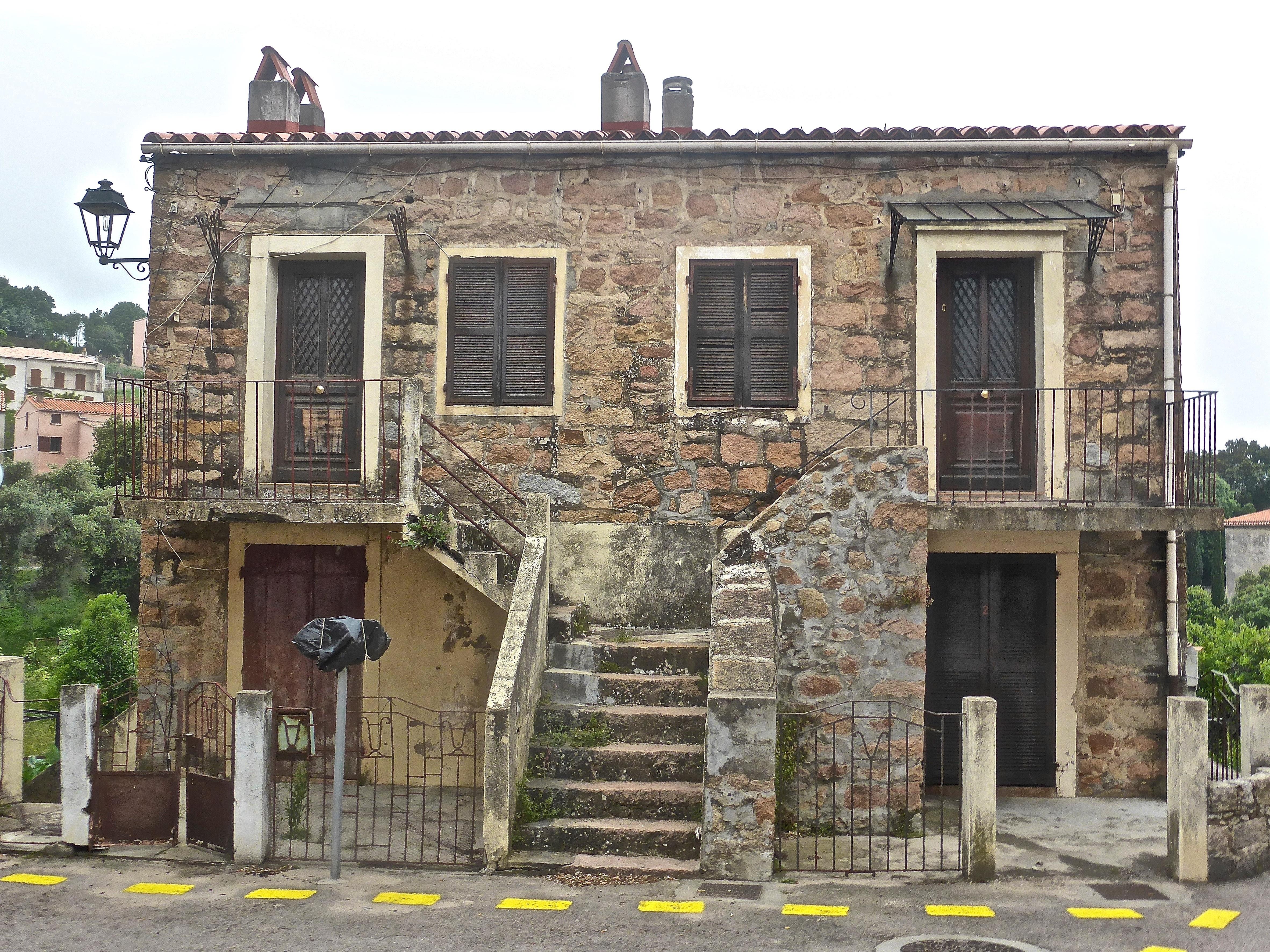 Fotos gratis arquitectura palacio ventana pueblo - Fachadas de casas de pueblo ...