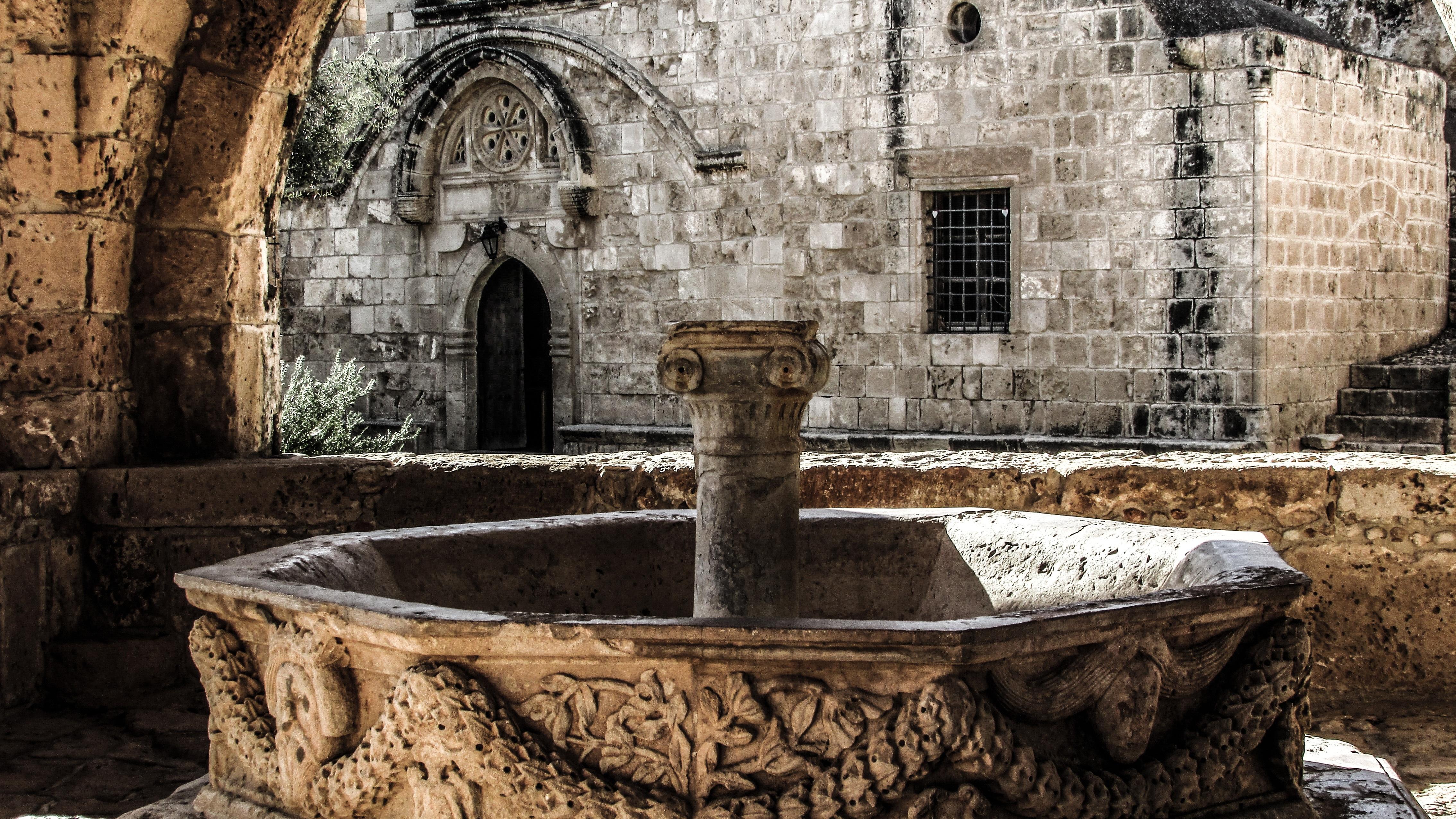 Fotos gratis arquitectura medieval monasterio edades medias fuente de agua chipre ayia - Fuentes de piedra antiguas ...