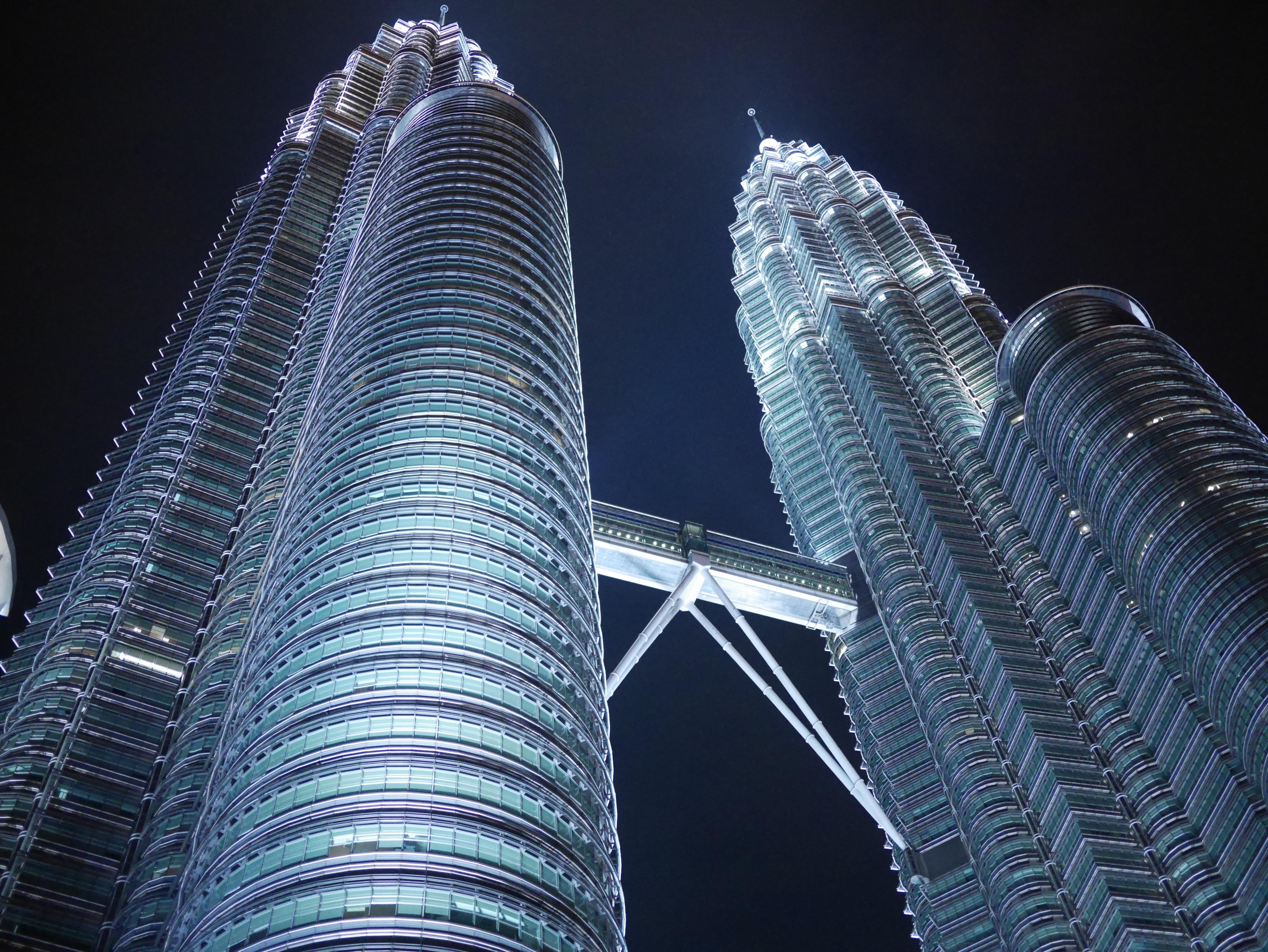 Fotos gratis arquitectura noche edificio rascacielos for Arquitectura en linea gratis