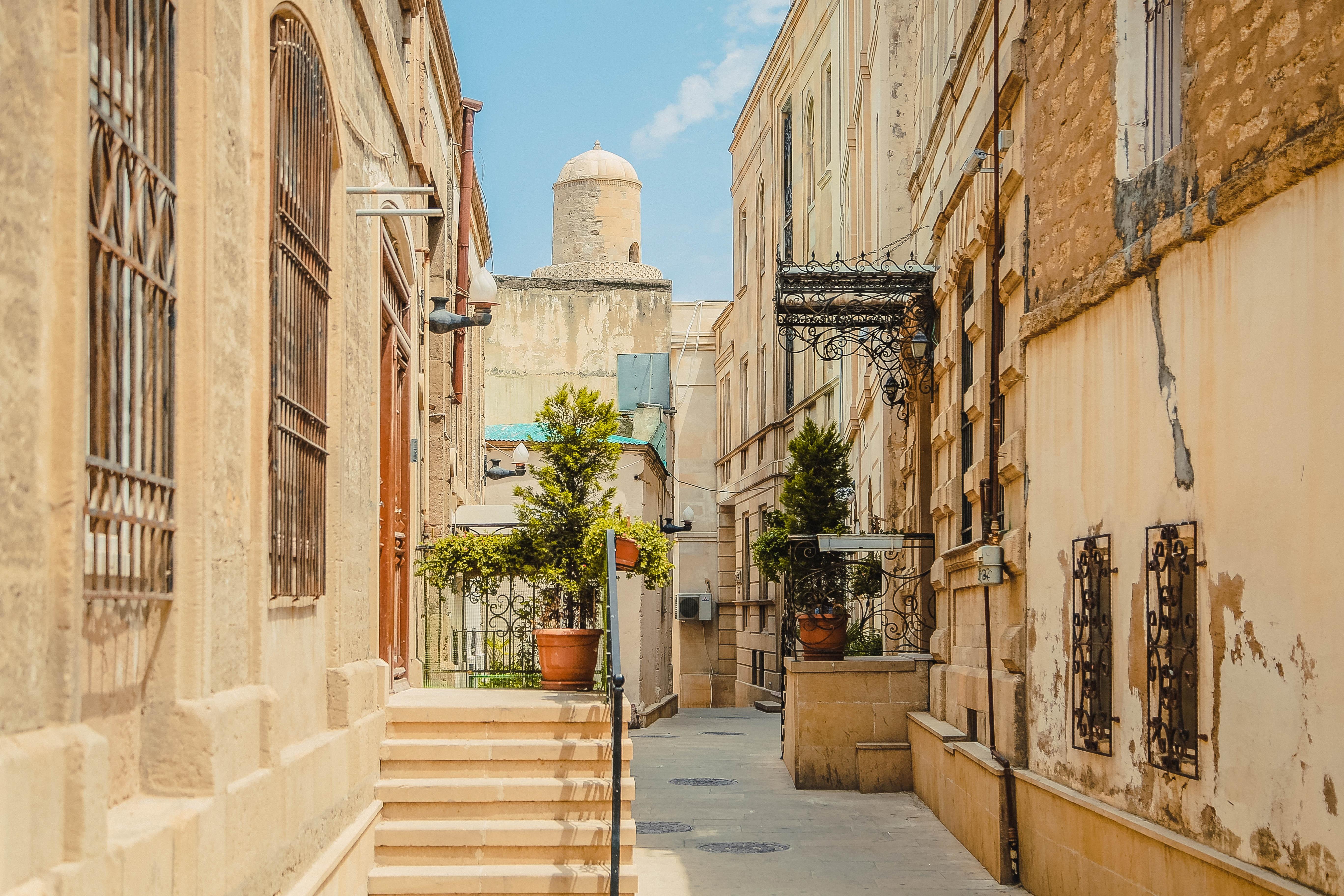 Images Gratuites : Architecture, Gens, Ciel, Bois, Route, Rue, Antique,  Rétro, Maison, Ville, Bâtiment, Palais, Vieux, Ruelle, Urbain, Mur, Voyage,  ...