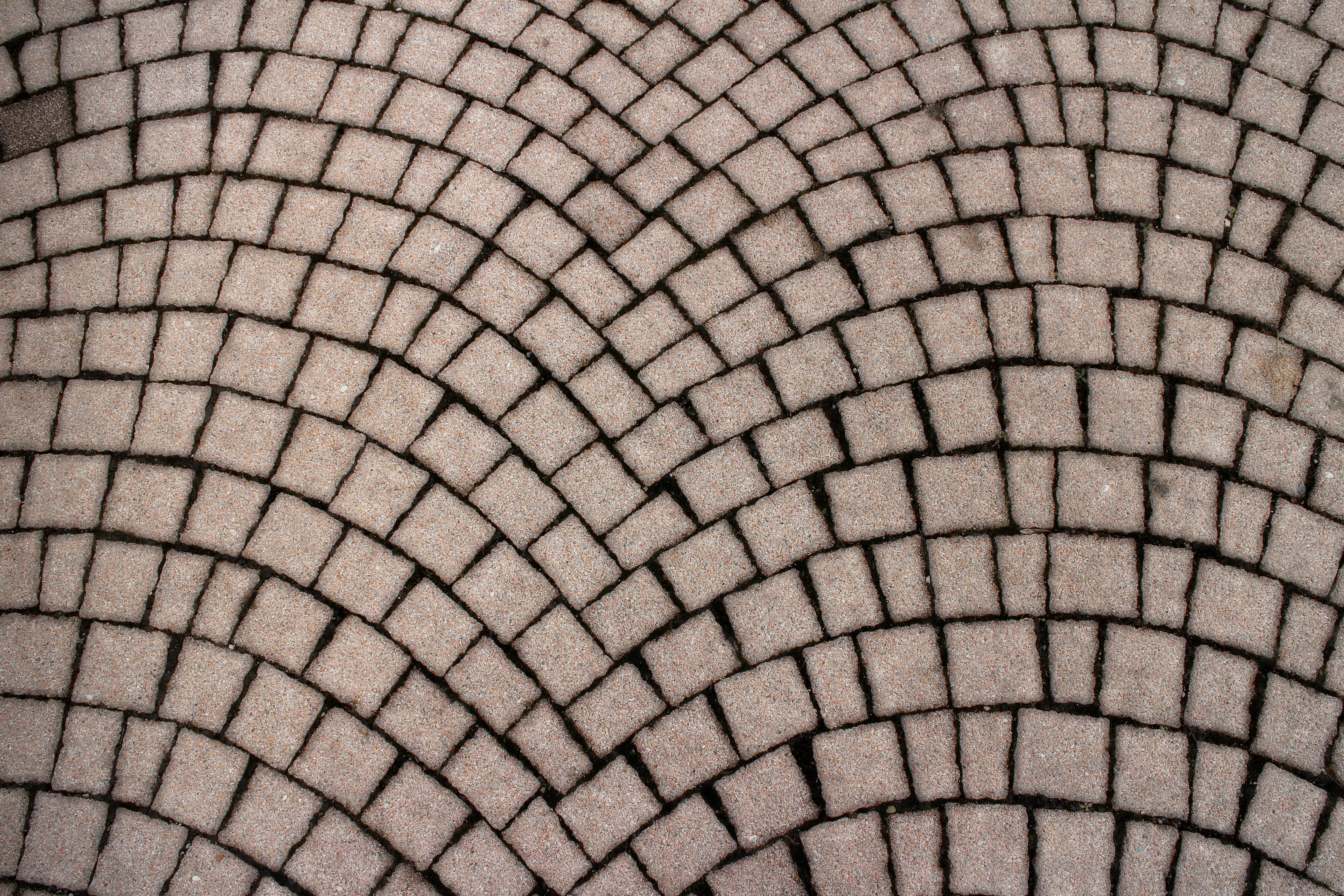 fotos gratis la carretera suelo textura piso guijarro piedra pavimento patrn lnea escena callejera circulo parche piedras
