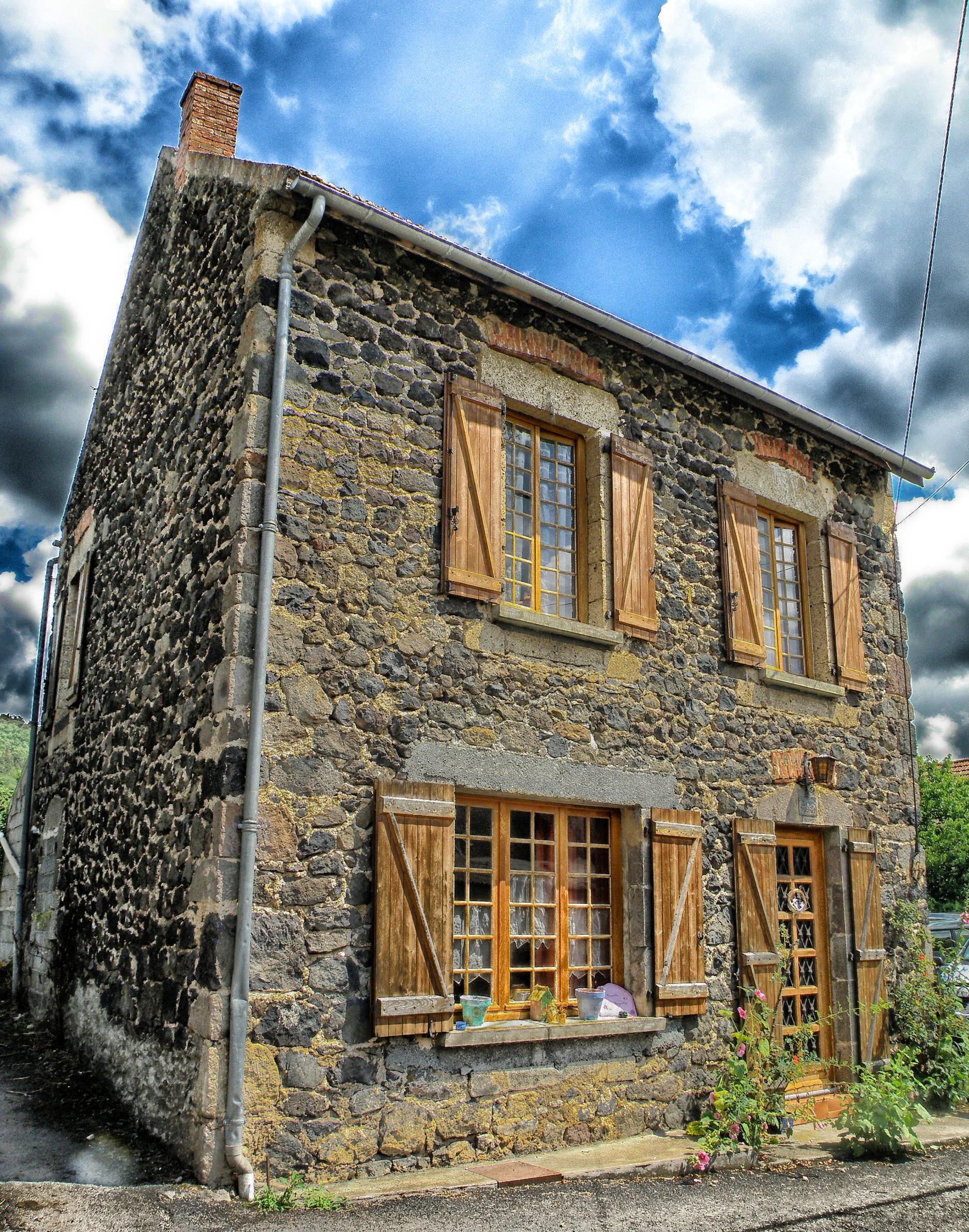 Facade de maison en pierre et bois - Facade architecture maison ...