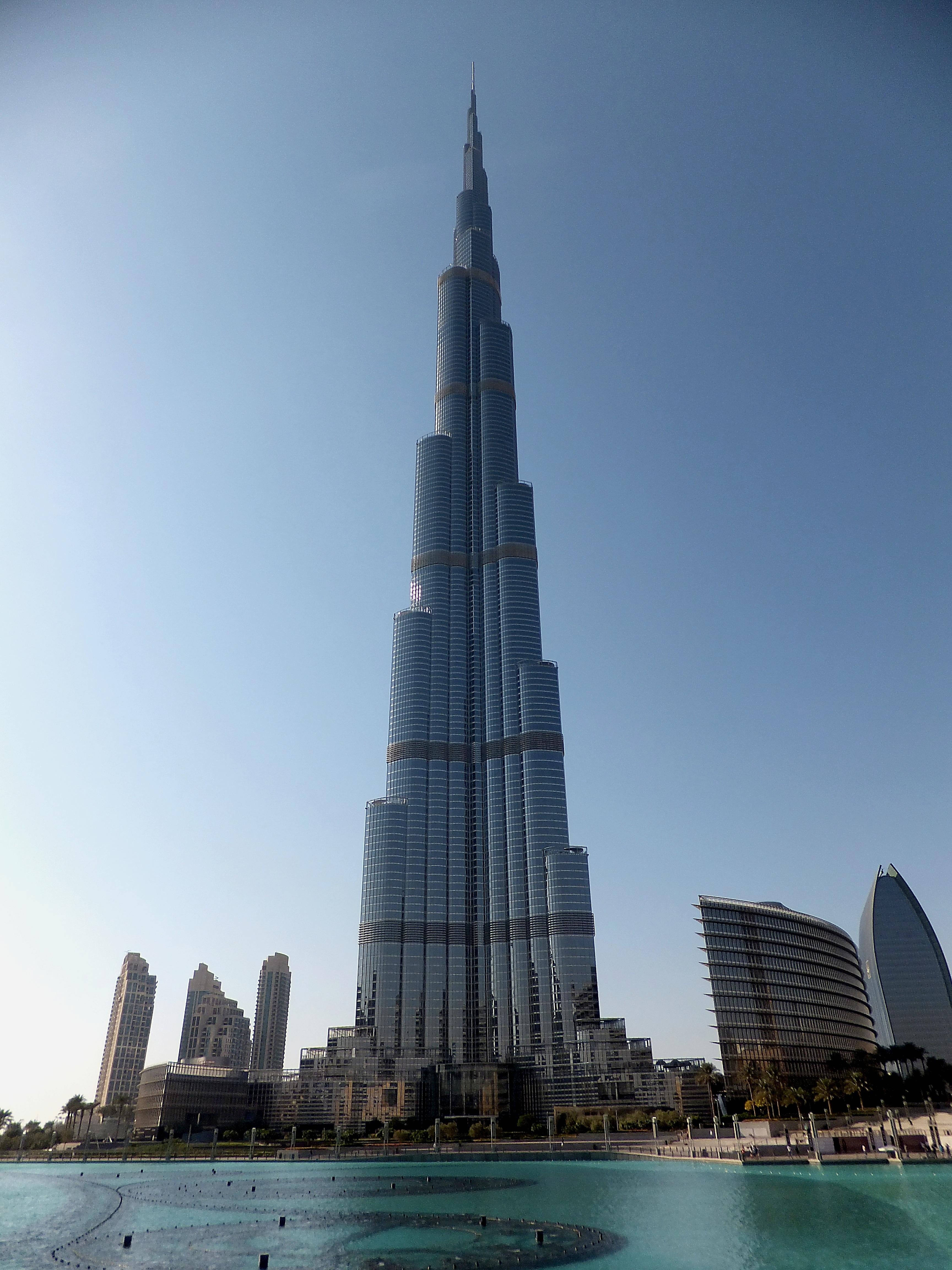horizonte rascacielos paisaje urbano reflexin torre dubai punto de referencia turismo bloque de pisos aguja