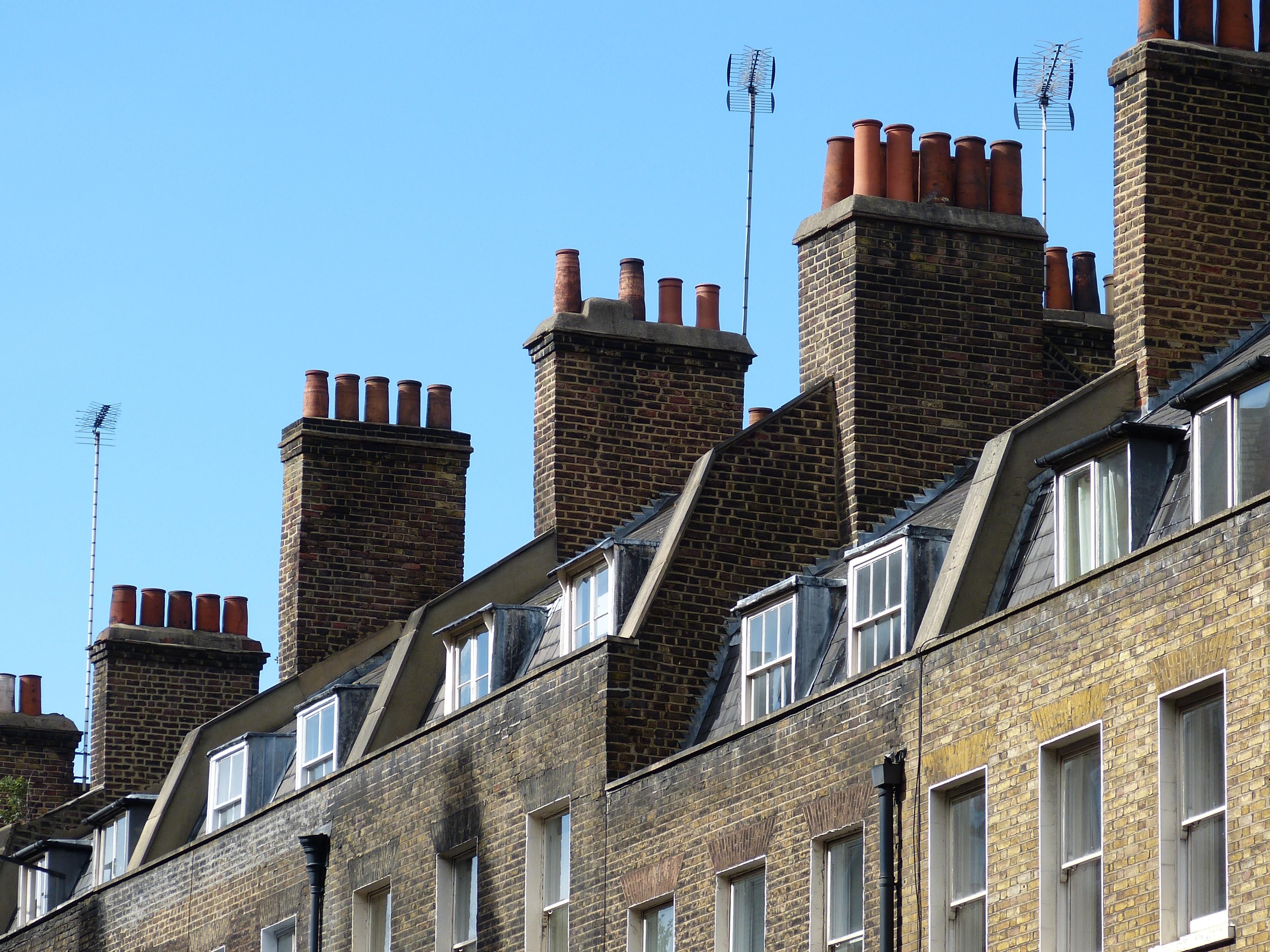 casa pared paisaje urbano centro de la ciudad antena tubo de lmpara castillo punto de referencia chimenea fachada turismo camino acutico